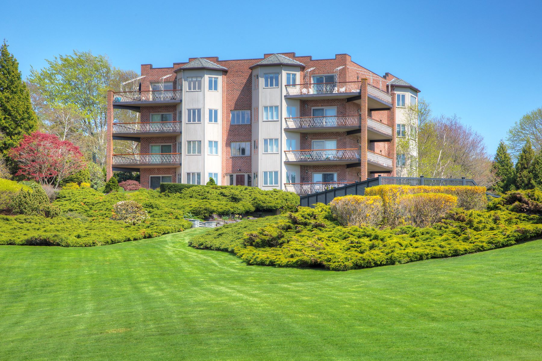 Condominium for Sale at Bonniecrest 111 Harrison Avenue Unit D-4 Newport, Rhode Island 02840 United States