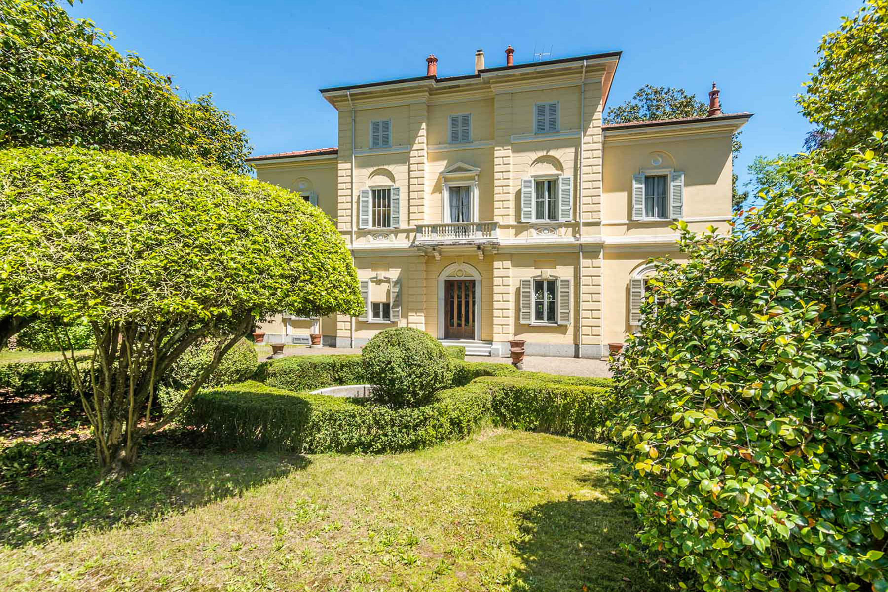 Additional photo for property listing at Enchanting Villa overlooking Orta Lake Via Pietro Durio Pella, Novara 28010 Italy