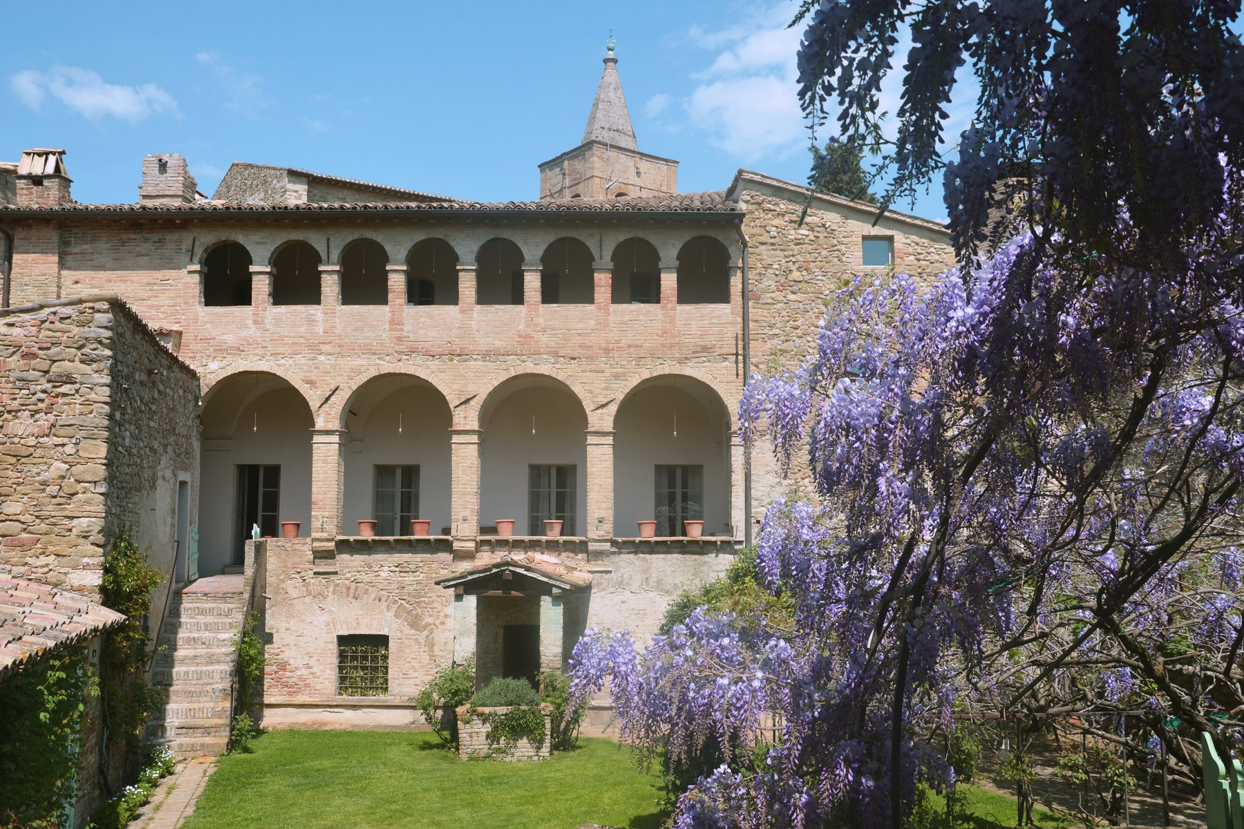 Additional photo for property listing at Amazing residence in umbrian countryside Via D. Alighieri Bevagna, Perugia 06031 Italie