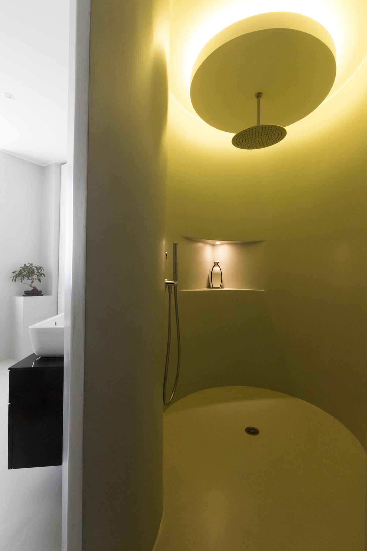 Additional photo for property listing at Elegant apartment with sleek interiors near Palestro gardens Via Turati Milano, Milan 20121 Italia