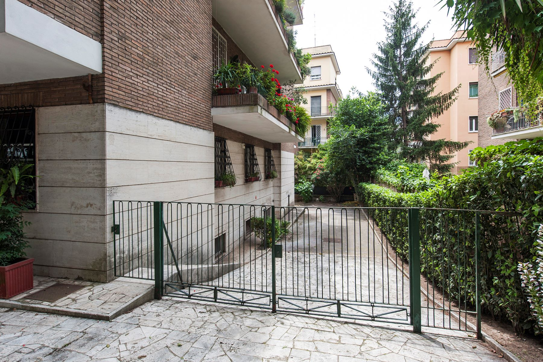 Additional photo for property listing at Beautiful apartment at the Terme di Caracalla Rome, Rome Italie