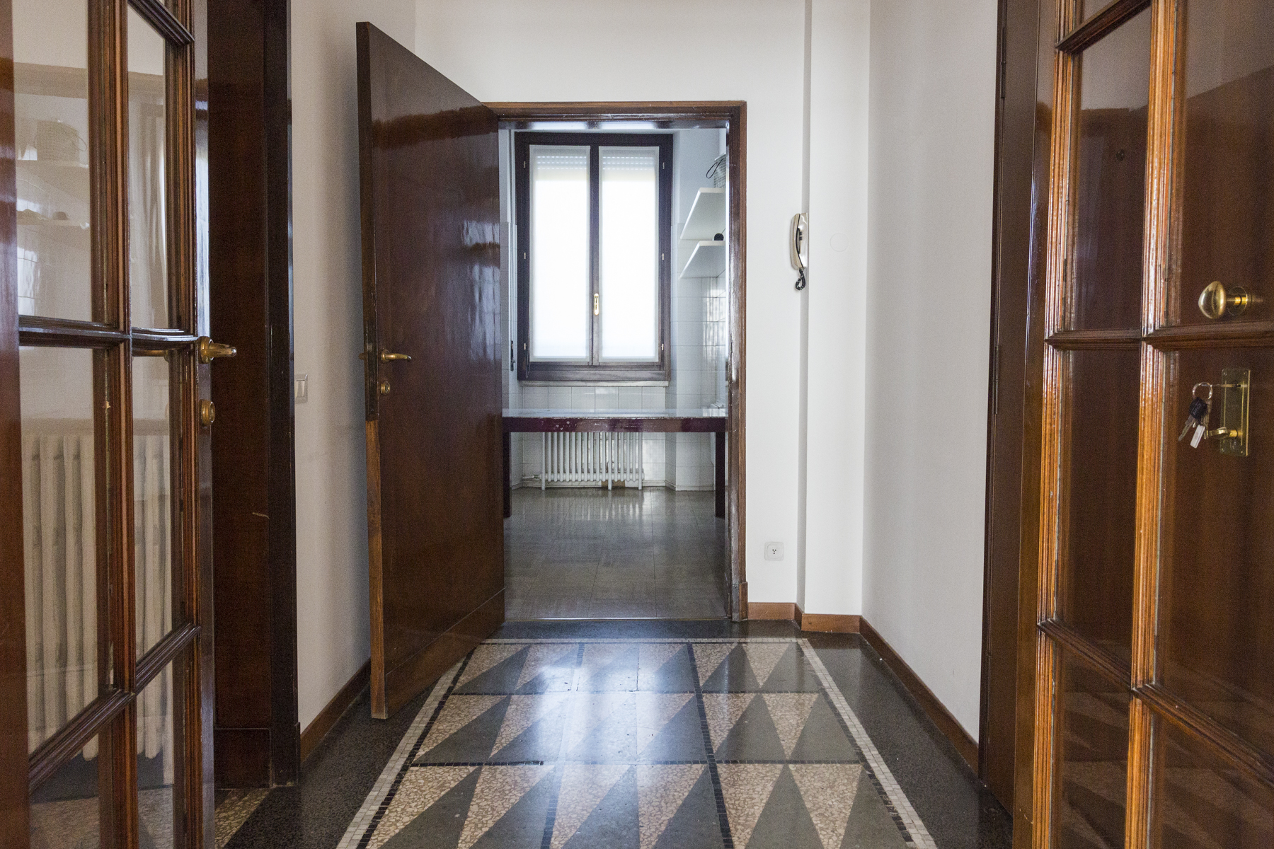 Additional photo for property listing at Appartamento esclusivo in contesto signorile via Pietro Cossa Milano, Milano 20122 Italia