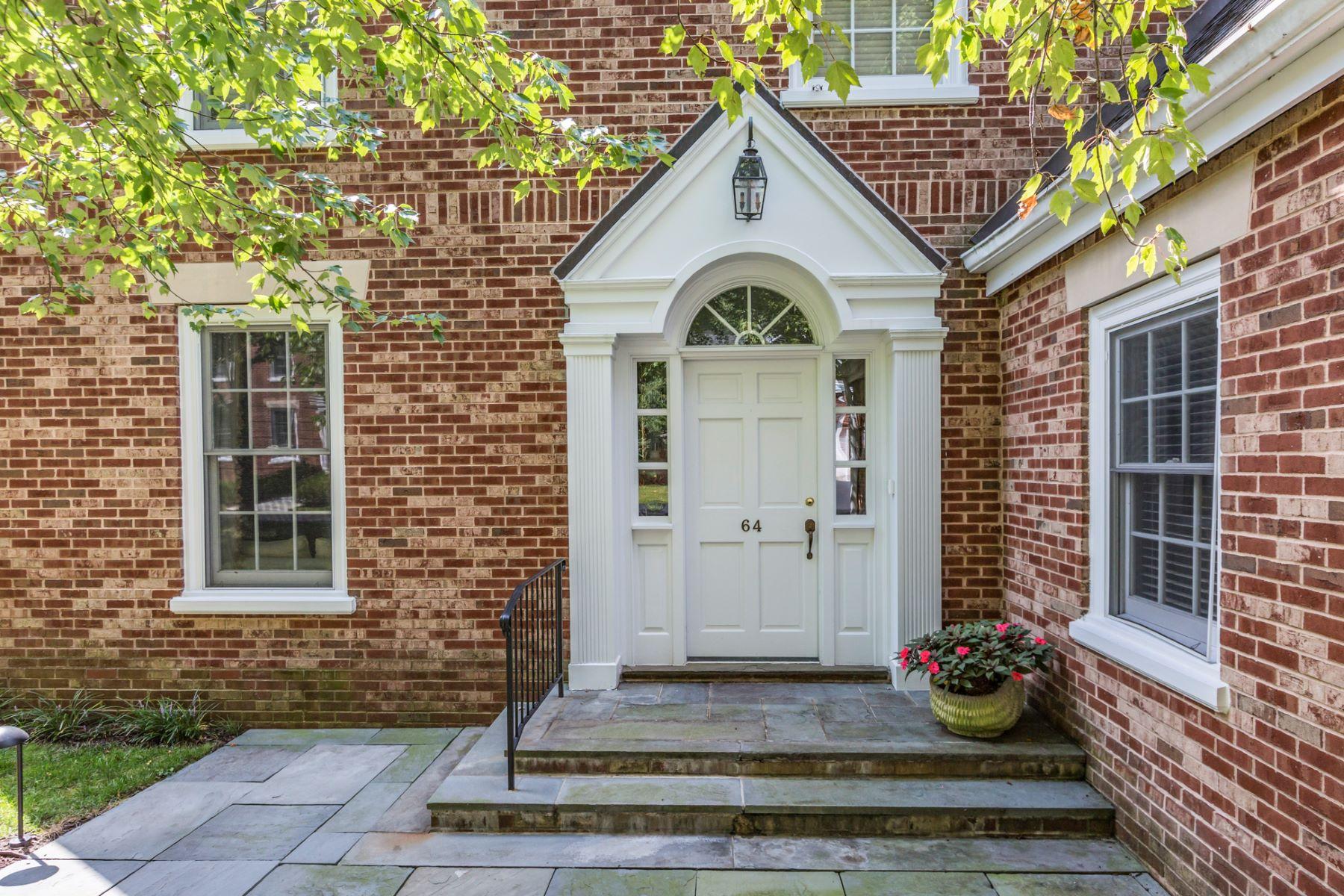 Maison accolée pour l Vente à An Easy Life of Refined Elegance 64 Governors Lane Princeton, New Jersey, 08540 États-Unis
