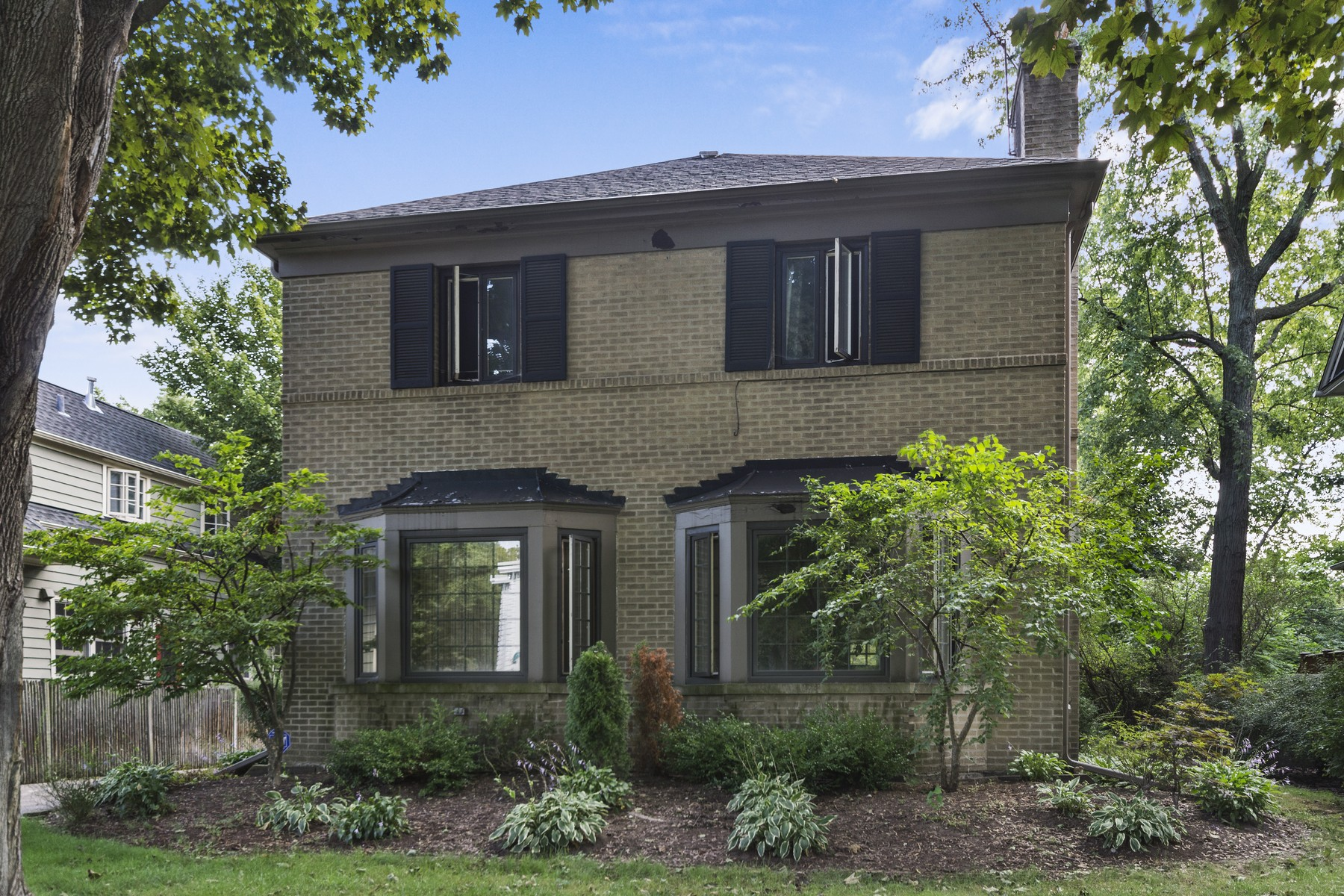 Casa Unifamiliar por un Venta en Gracious, Large Home 1123 Asbury Avenue Evanston, Illinois, 60202 Estados Unidos
