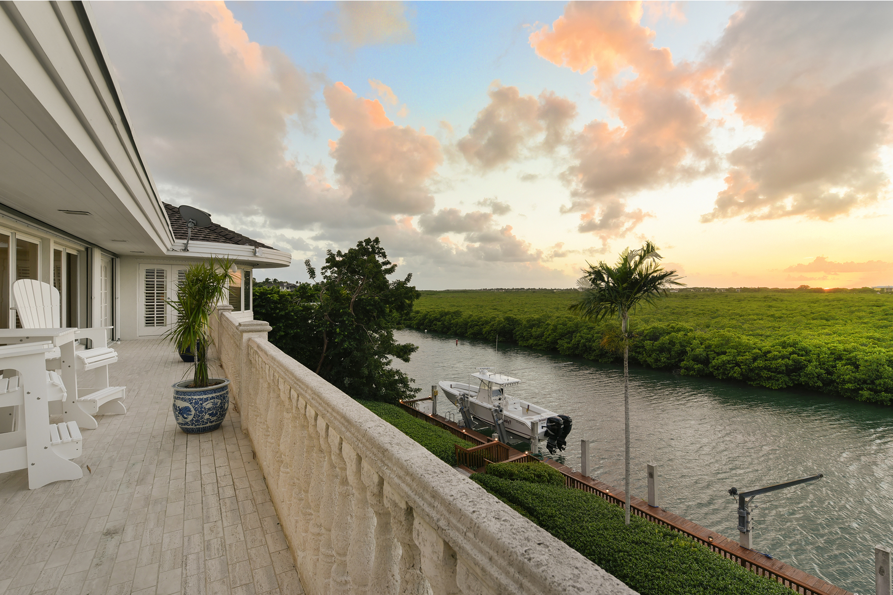 Additional photo for property listing at Exceptional Family Compound at Ocean Reef 34 Cardinal Lane Key Largo, 佛羅里達州 33037 美國