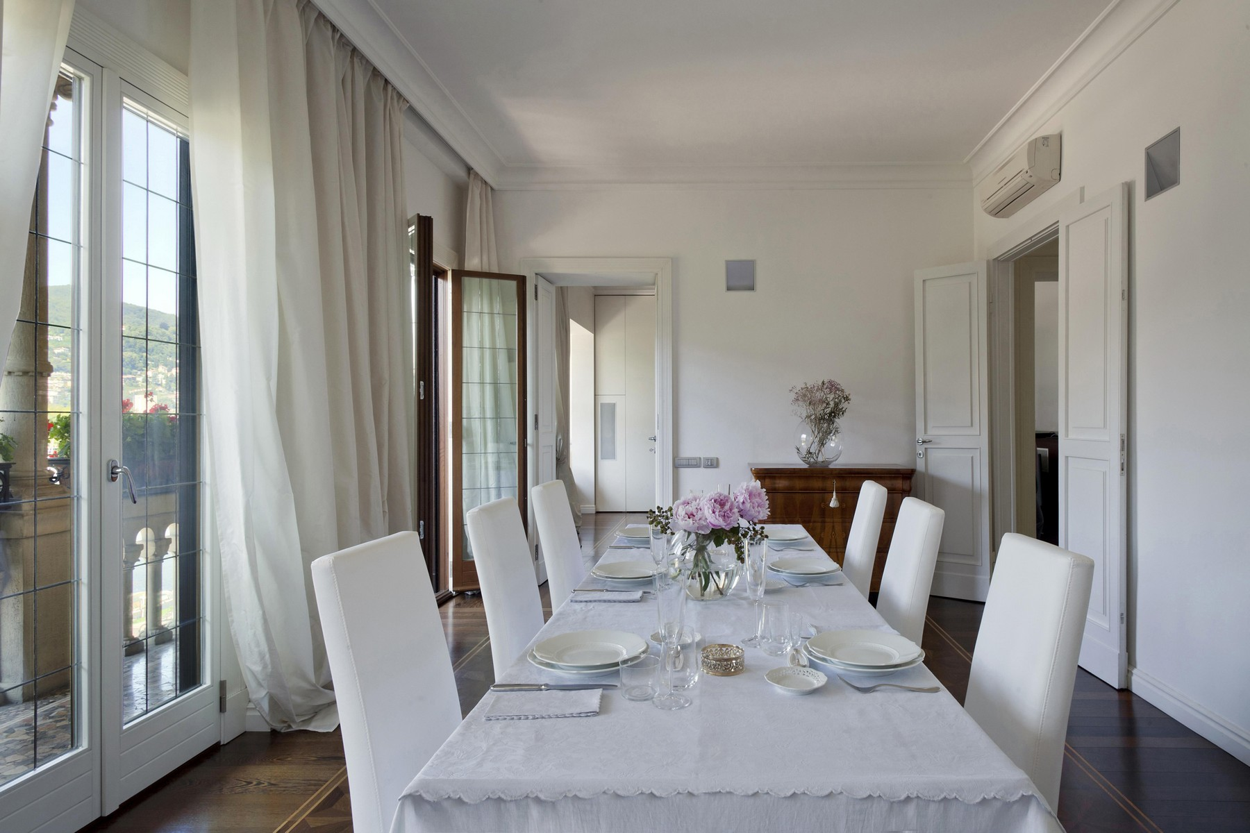 Additional photo for property listing at Prestigious apartment in historic building in Piazza Cavour  Como, Como 22100 Italy