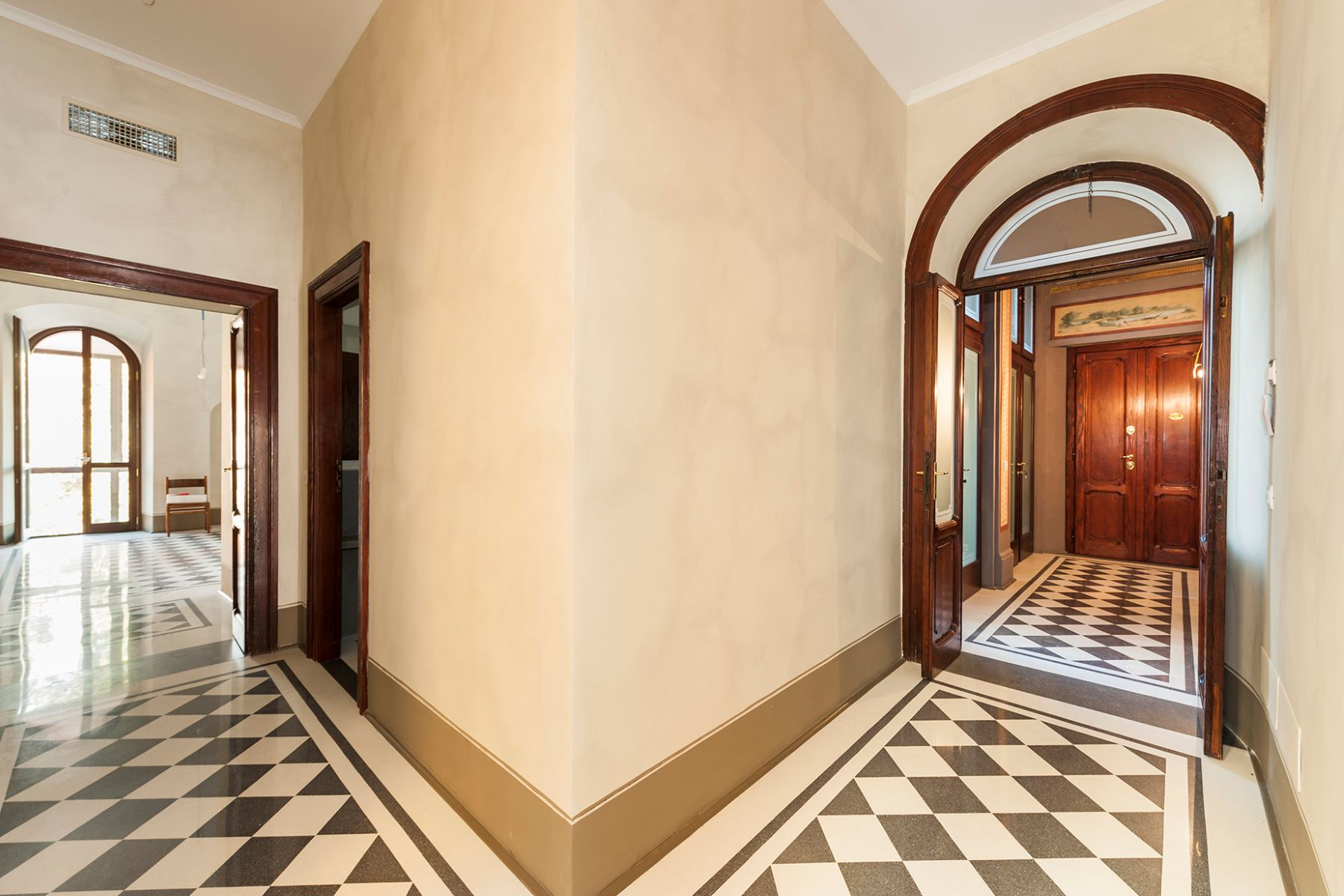 Additional photo for property listing at Magnificent apartment overlooking Piazza di Spagna Rome, Rome Italy