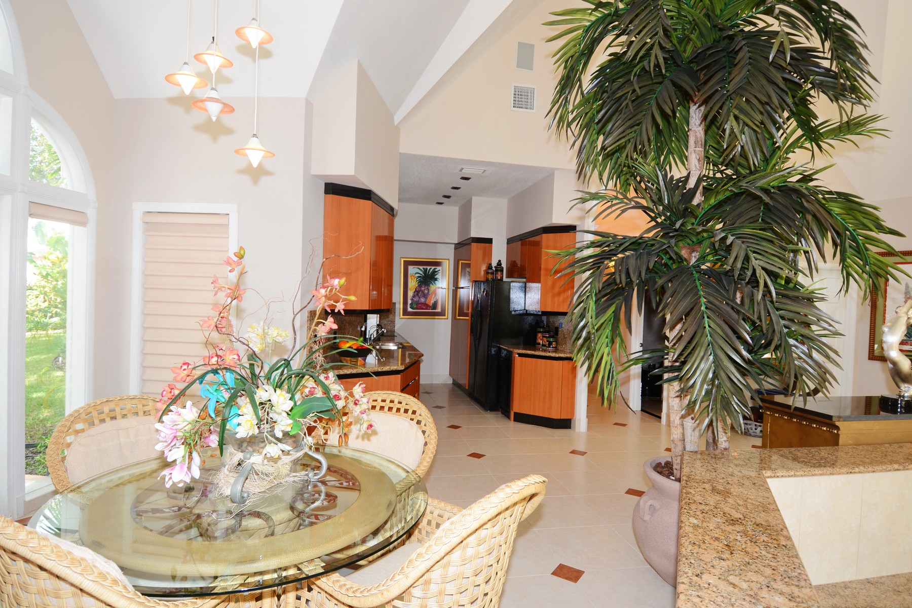 Additional photo for property listing at Villa Tatutina Pelican Shores, 马什港, 阿巴科 巴哈马