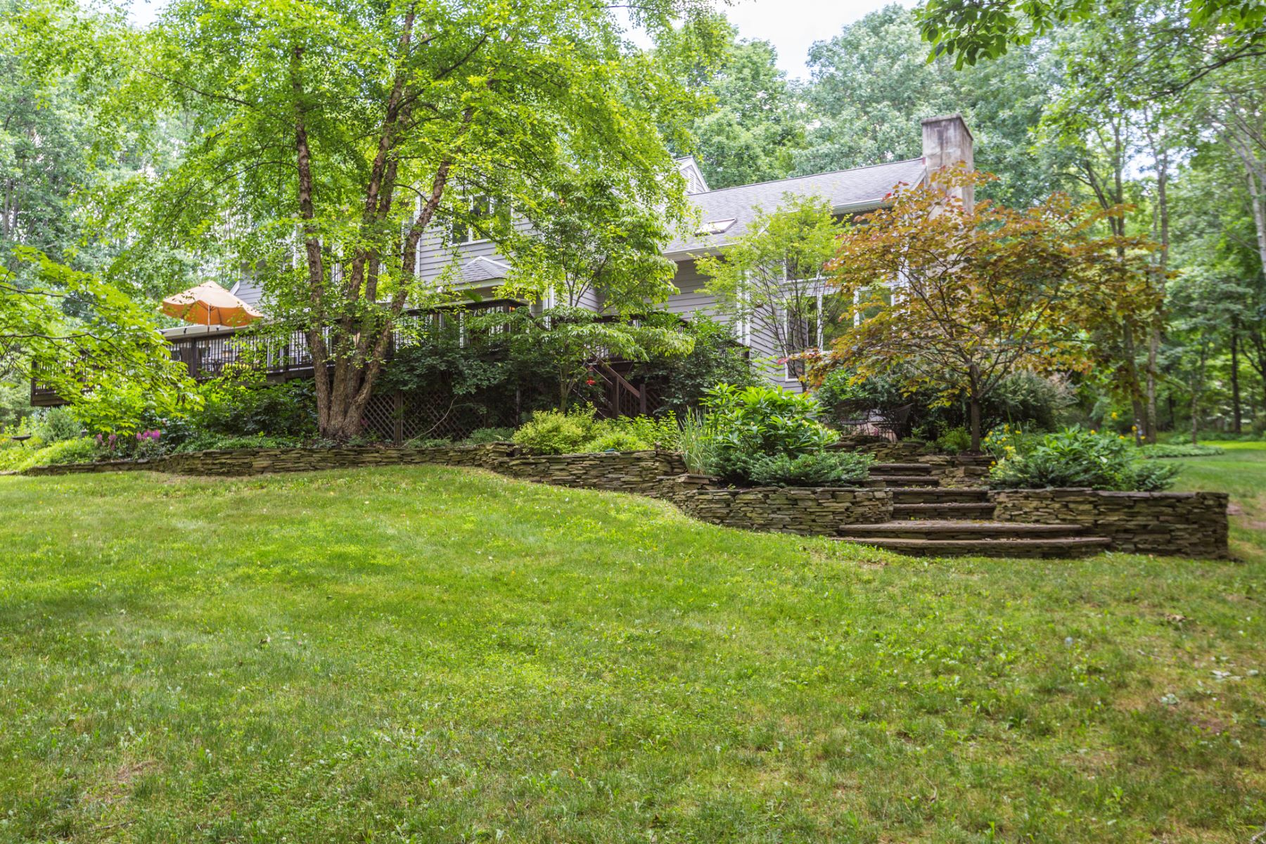 Additional photo for property listing at From Simple Pleasures to Ultimate Luxuries - Montgomery Township 54 Sourland Hills Road Skillman, Nueva Jersey 08558 Estados Unidos
