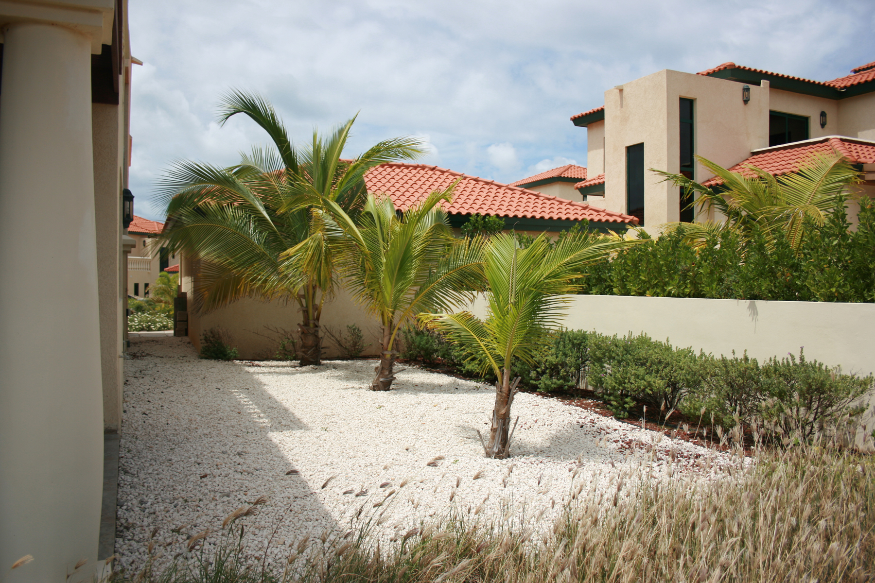 Additional photo for property listing at Charming Townhouse with spectacular golf and ocean views Malmok, Aruba Aruba