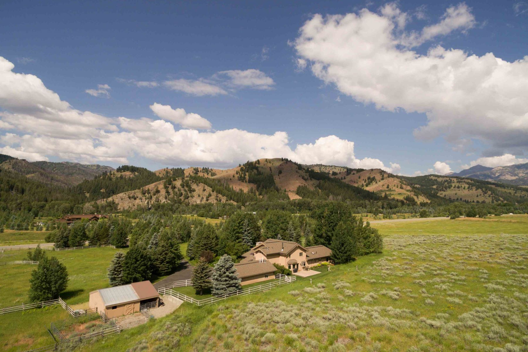 Additional photo for property listing at The Quintessential Idaho Home 13391 Highway 75 凯彻姆, 爱达荷州 83340 美国
