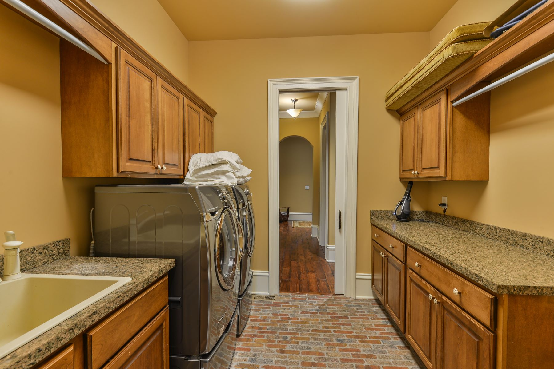 Additional photo for property listing at 4102 Oxnard Creek Drive  Louisville, Kentucky 40241 United States