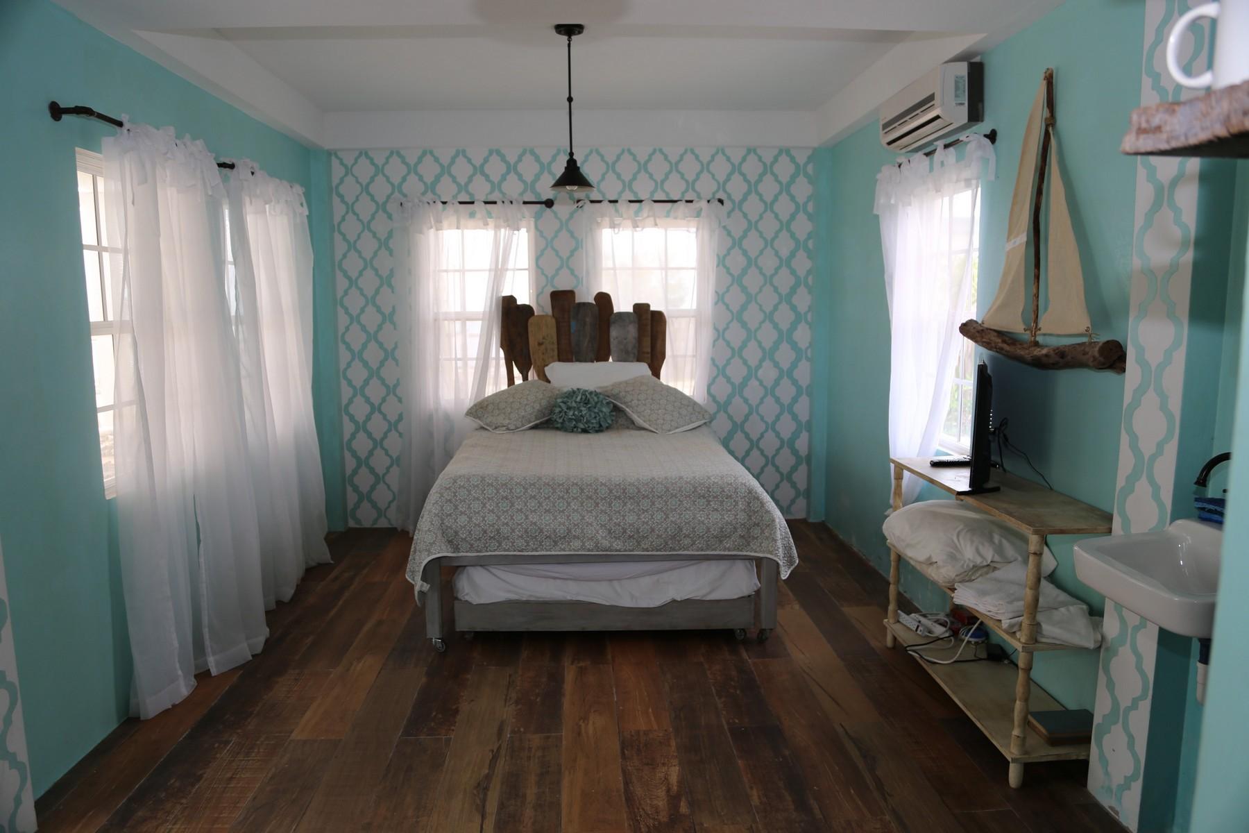 Additional photo for property listing at Caye Caulker Oceanfront Caye Caulker, Belize Belize