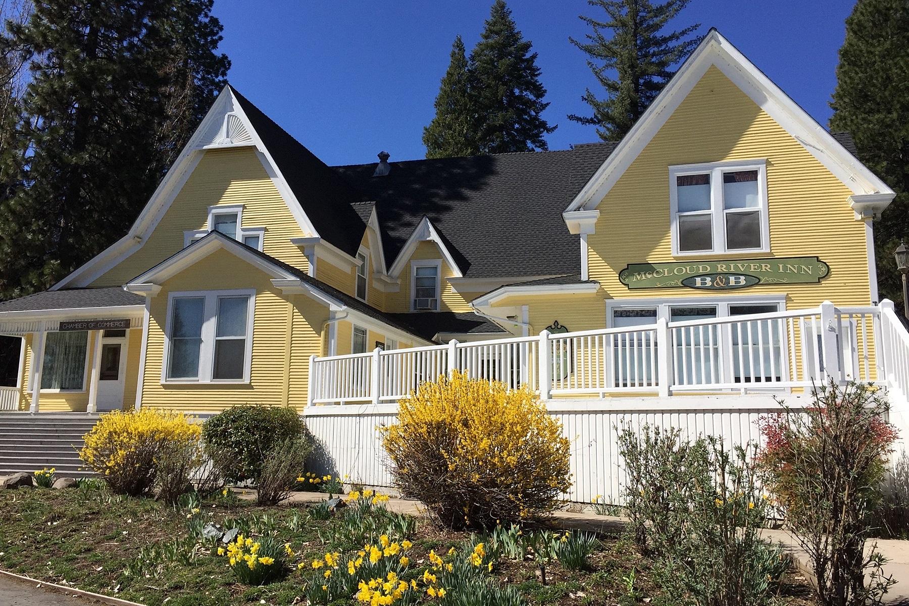 Einfamilienhaus für Verkauf beim McCloud River Inn Bed & Breakfast 325 Lawndale Court McCloud, Kalifornien 96057 Vereinigte Staaten