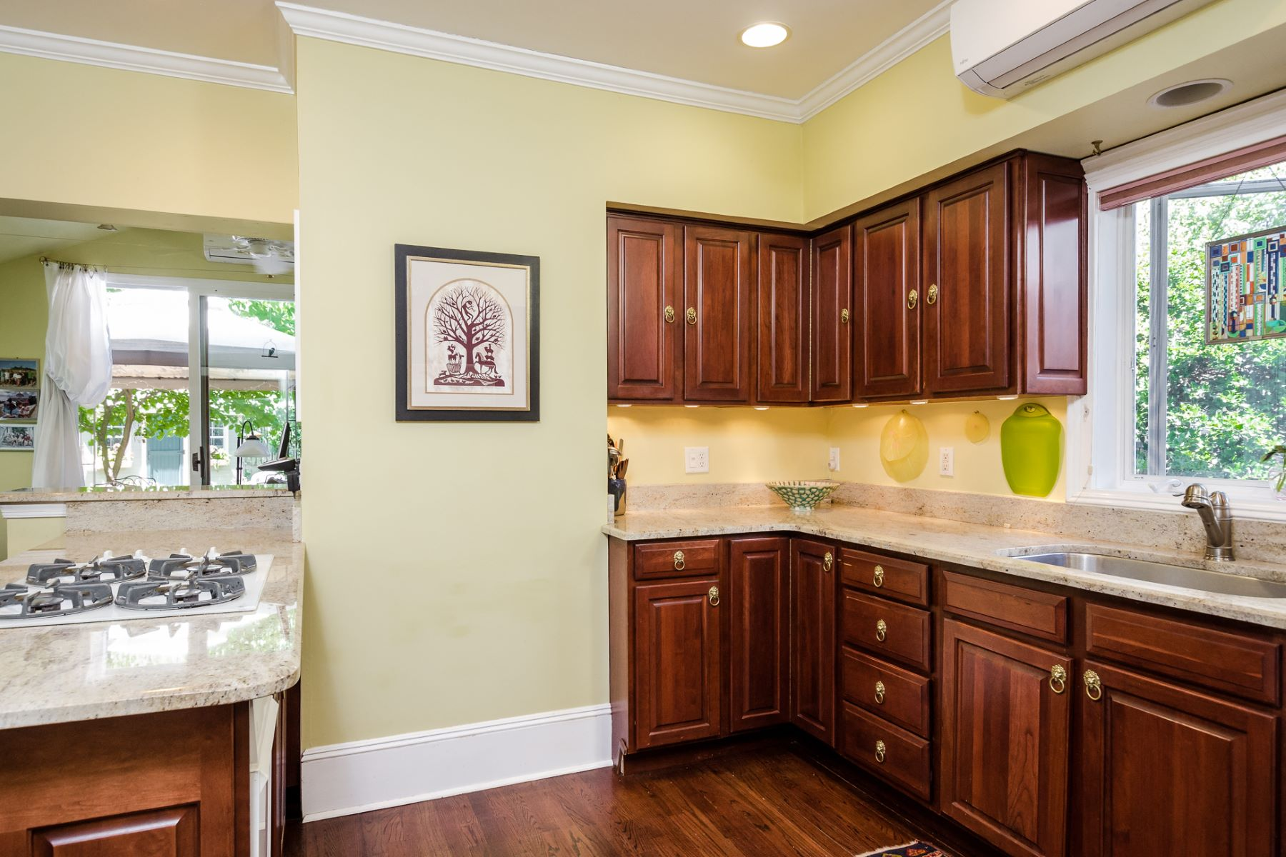 Additional photo for property listing at Uptown Living at Its Best 26 North Main Street Pennington, New Jersey 08534 États-Unis
