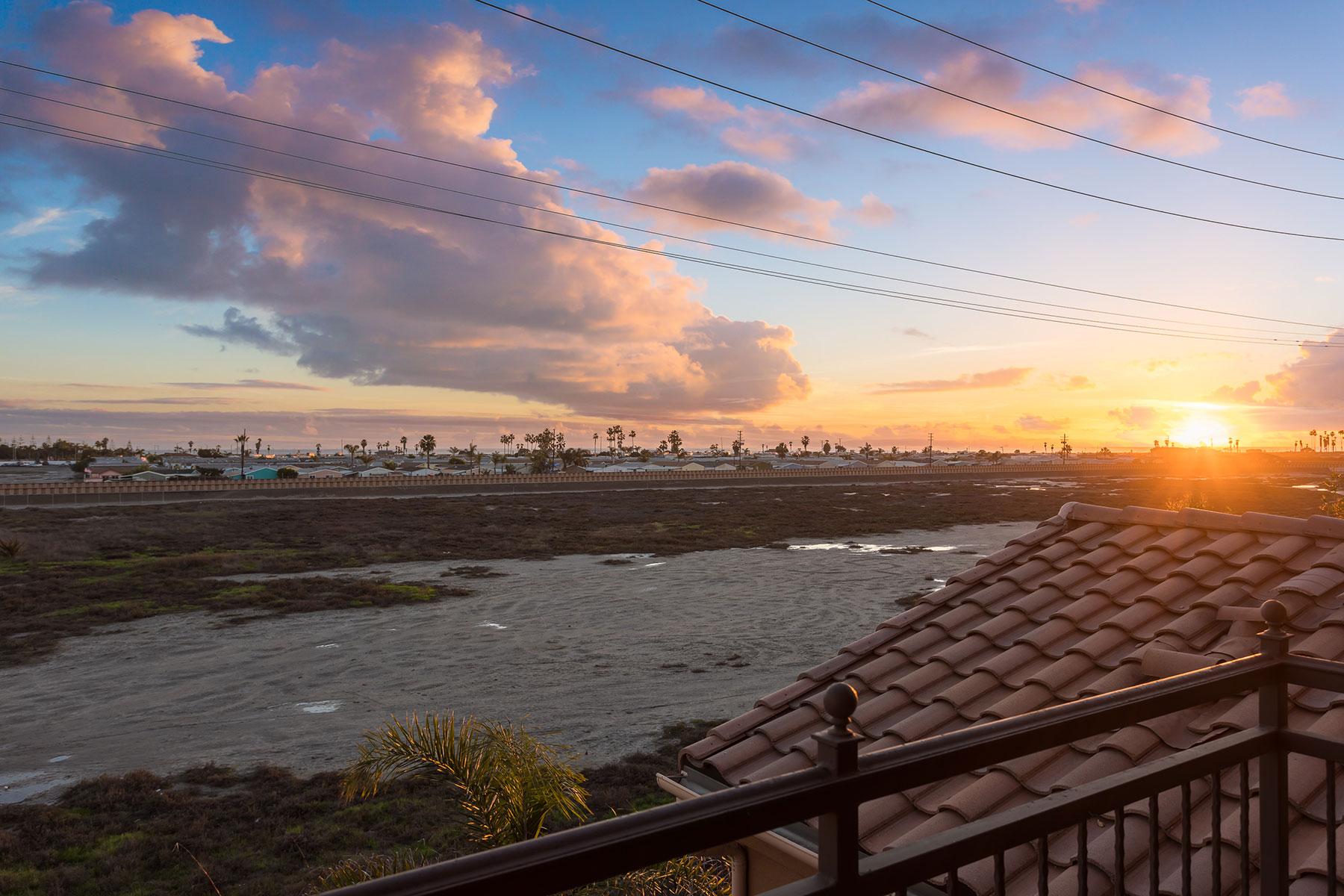 Condomínio para Venda às 8478 Hibiscus Huntington Beach, Califórnia, 92646 Estados Unidos
