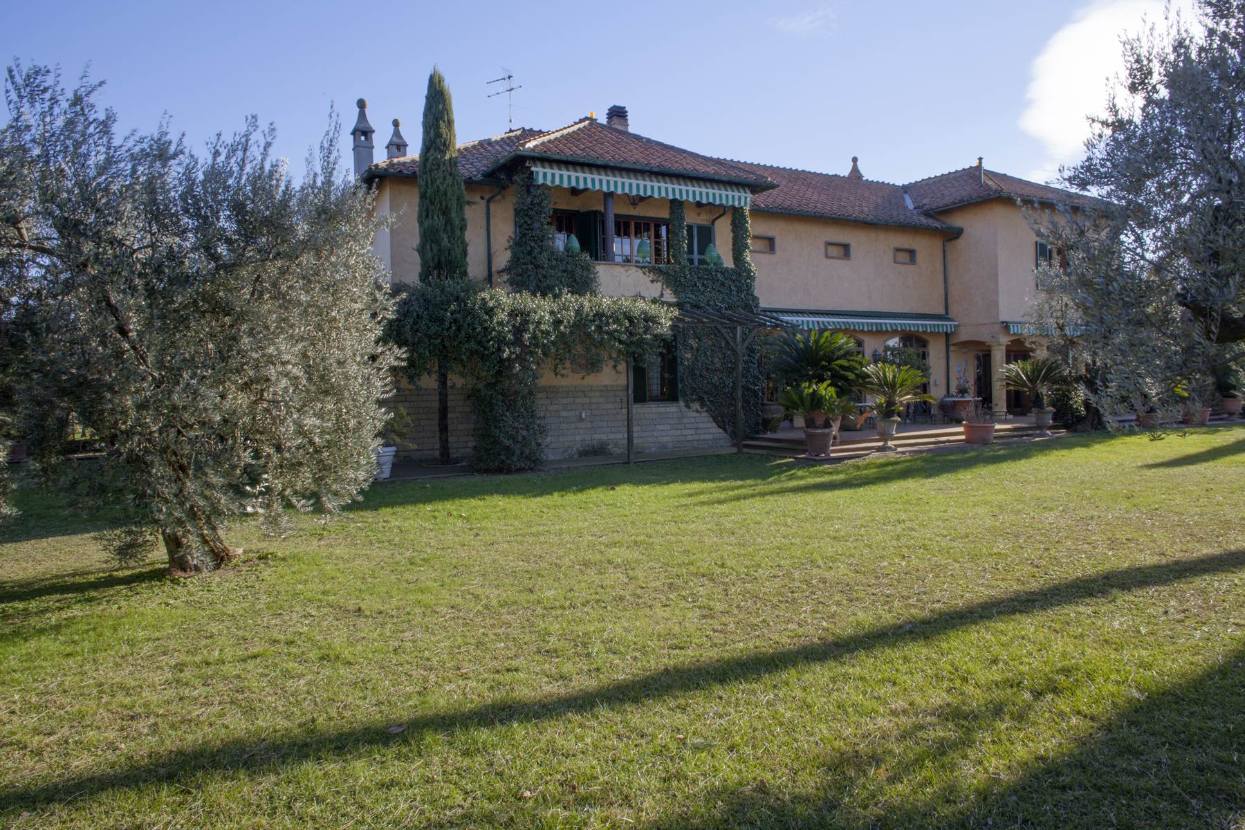 Additional photo for property listing at Magnificent Villa in the Castelli Romani with pool Via Giovanni Pascoli Marino, Rome 00047 Italy