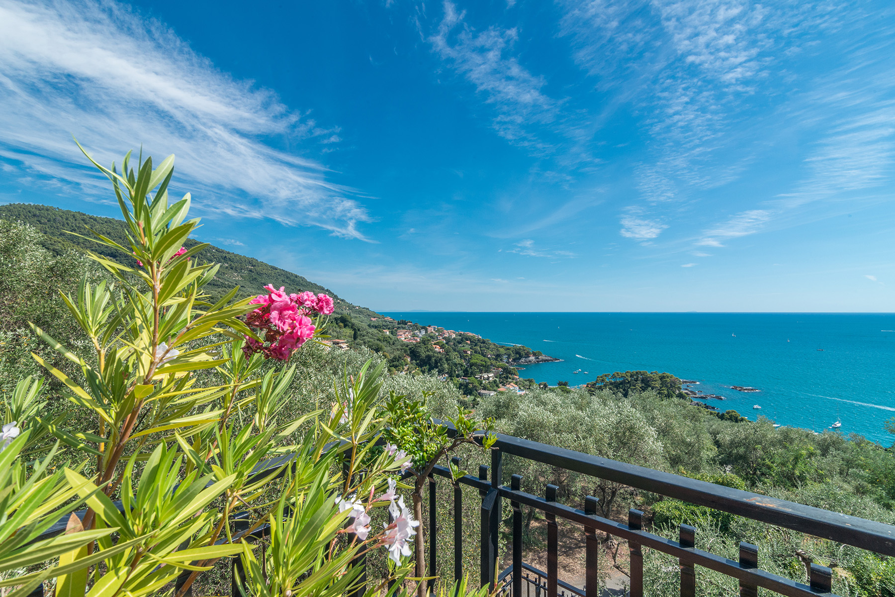 Additional photo for property listing at Exclusive penthouse with breath-taking view Località Fiascherino Fiascherino, La Spezia 19032 Italie
