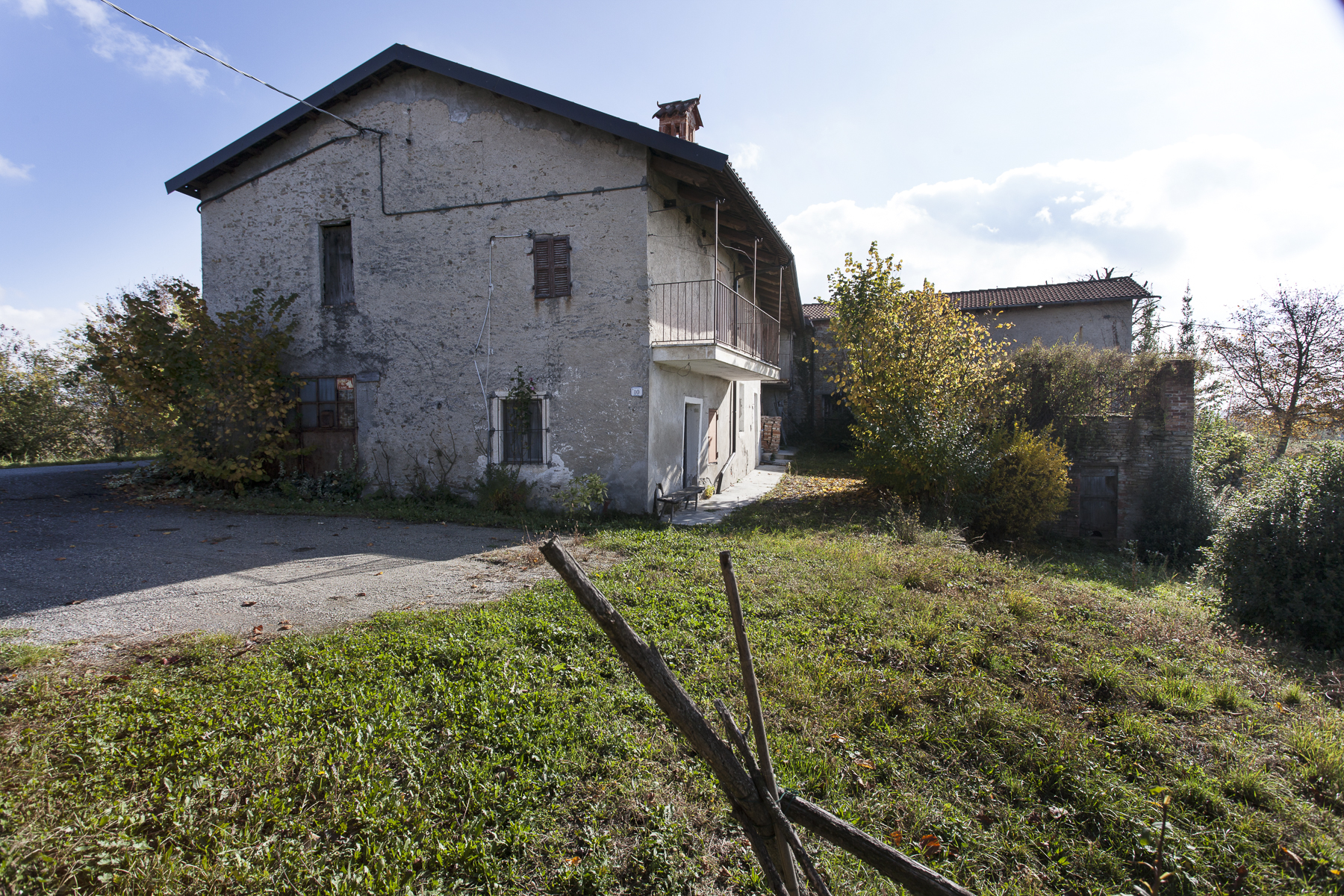 Additional photo for property listing at Ancient and charming little village in the Langhe Frazione Surie Clavesana, Cuneo 12060 Italien