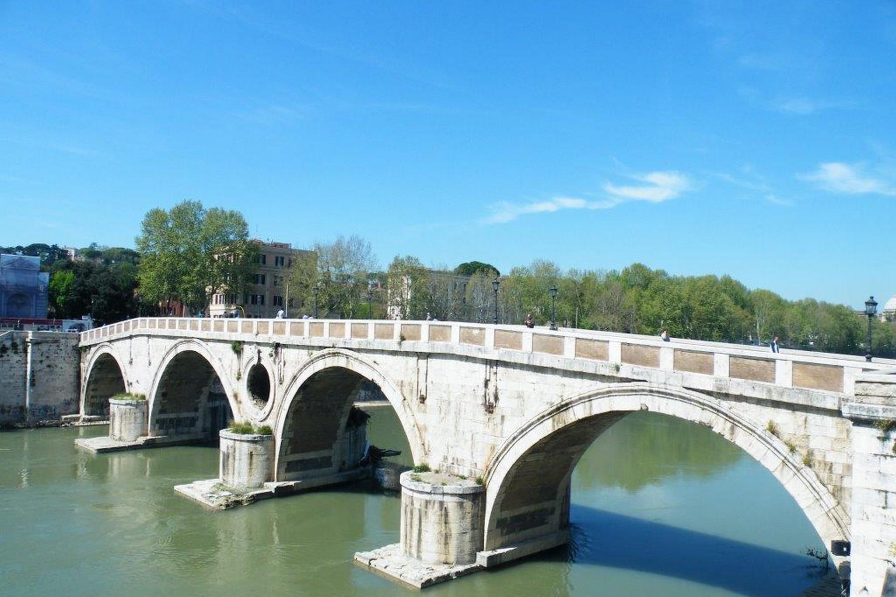 Additional photo for property listing at Exclusive villa in the heart of Rome Lungotevere dei Vallati Rome, Roma 00186 Italia