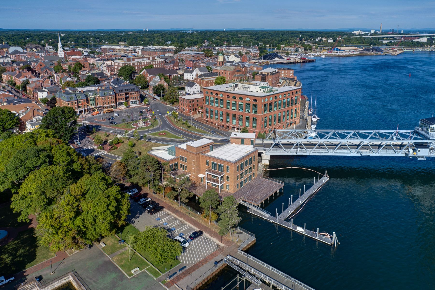 Кондоминиум для того Продажа на Luxury Waterfront Condominium in Downtown Portsmouth 10 State Street Unit B Portsmouth, Нью-Гэмпшир 03801 Соединенные Штаты
