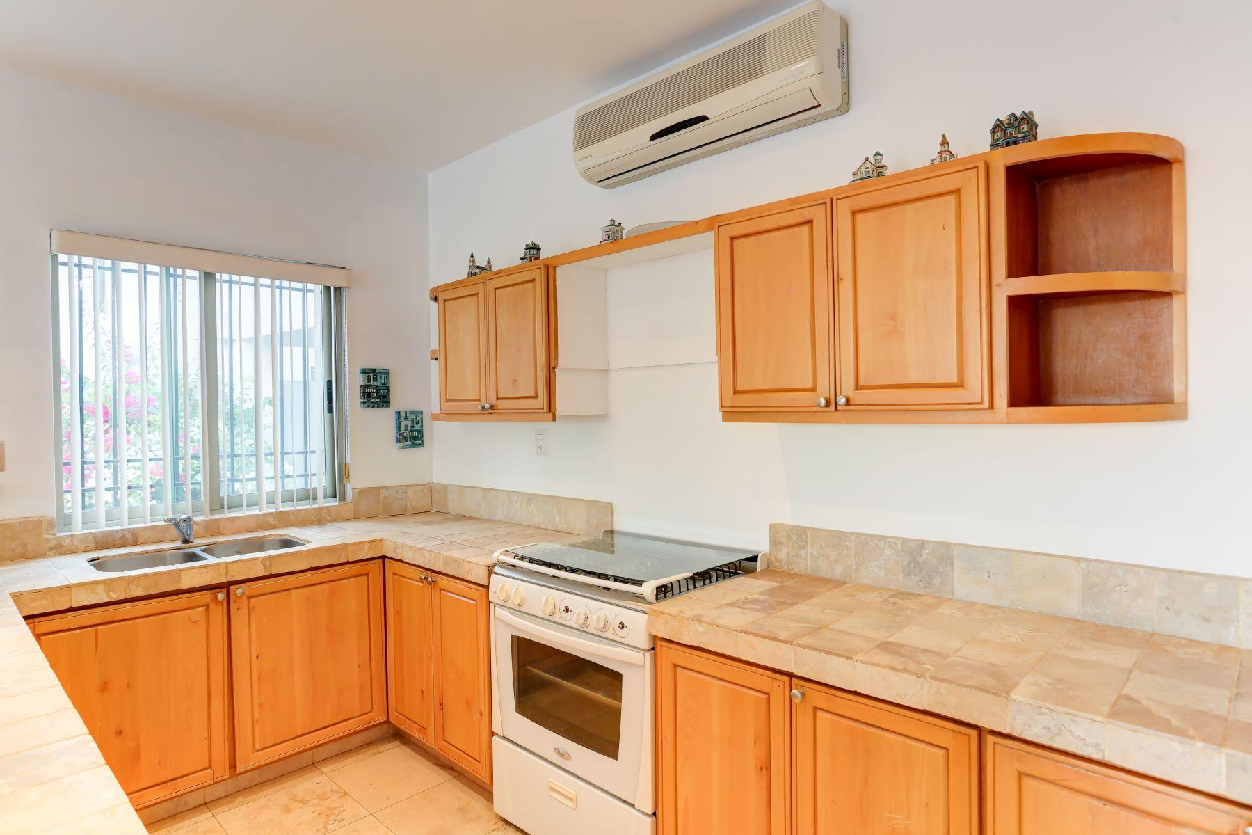 Additional photo for property listing at Casa Mexicana 12, Las Flores Cabo San Lucas, Baja California Sur México