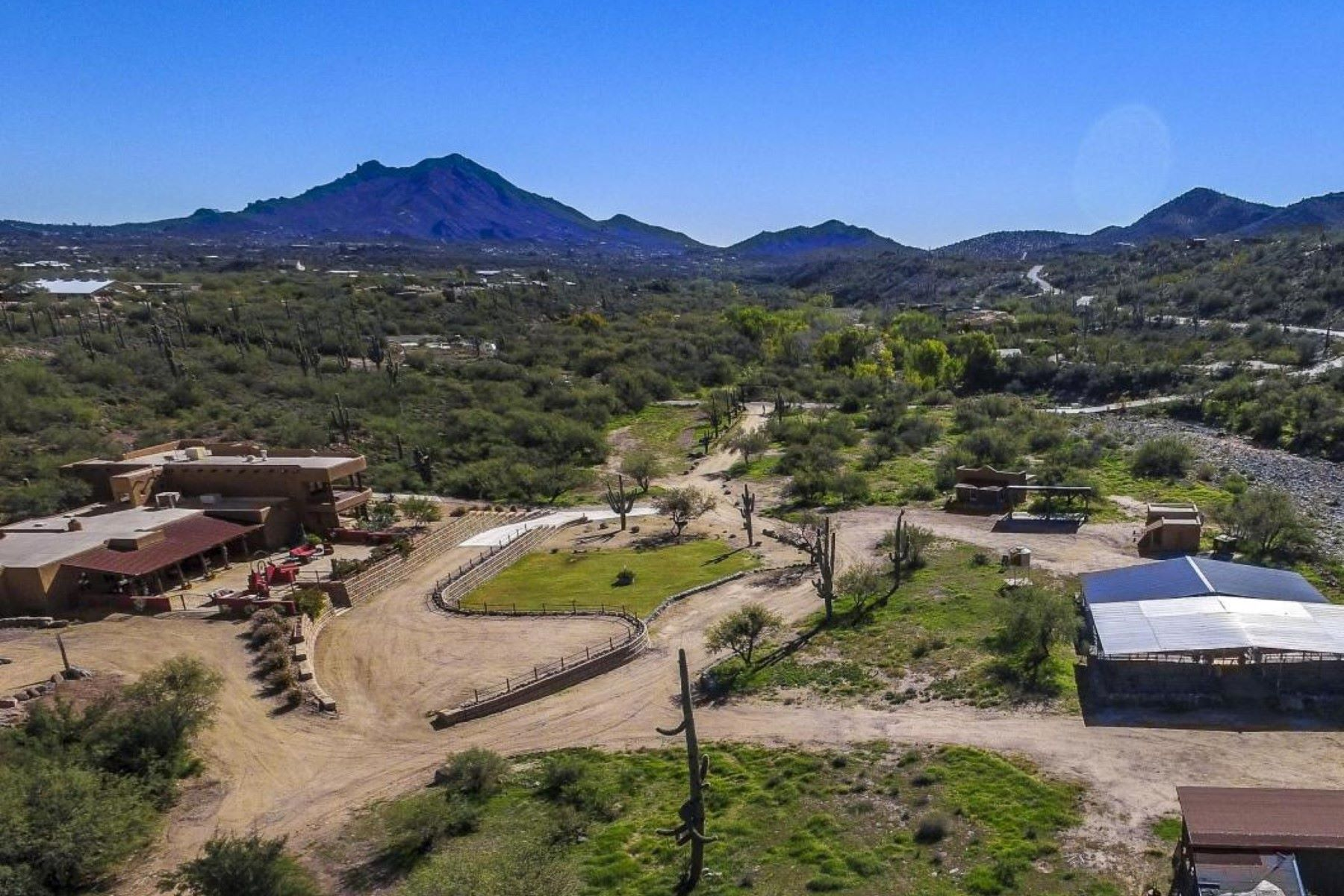 Villa per Vendita alle ore Exquisite Ranch Estate in Cave Creek 5180 E Rockaway Hills Dr Cave Creek, Arizona, 85331 Stati Uniti