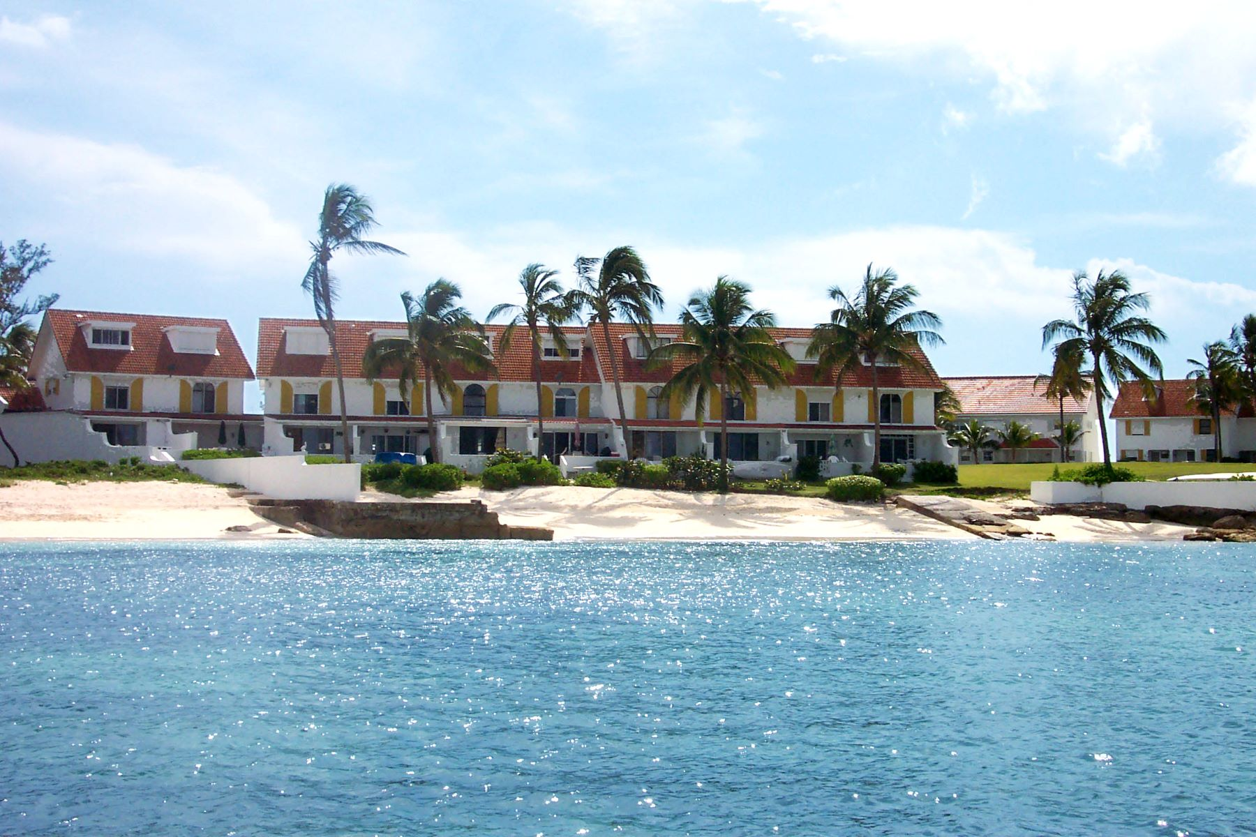 Additional photo for property listing at Delaporte Townhouse with Privacy Cable Beach, New Providence/Nassau Bahamas