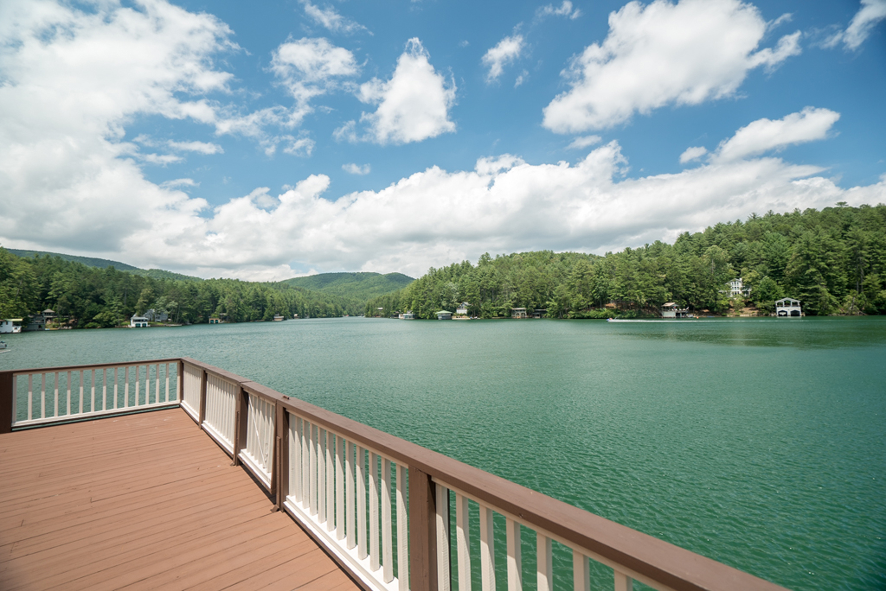 Additional photo for property listing at Lakefront On Lake Rabun! What More Could You Want!! 523 Levi Lane Lakemont, Georgia 30552 Estados Unidos