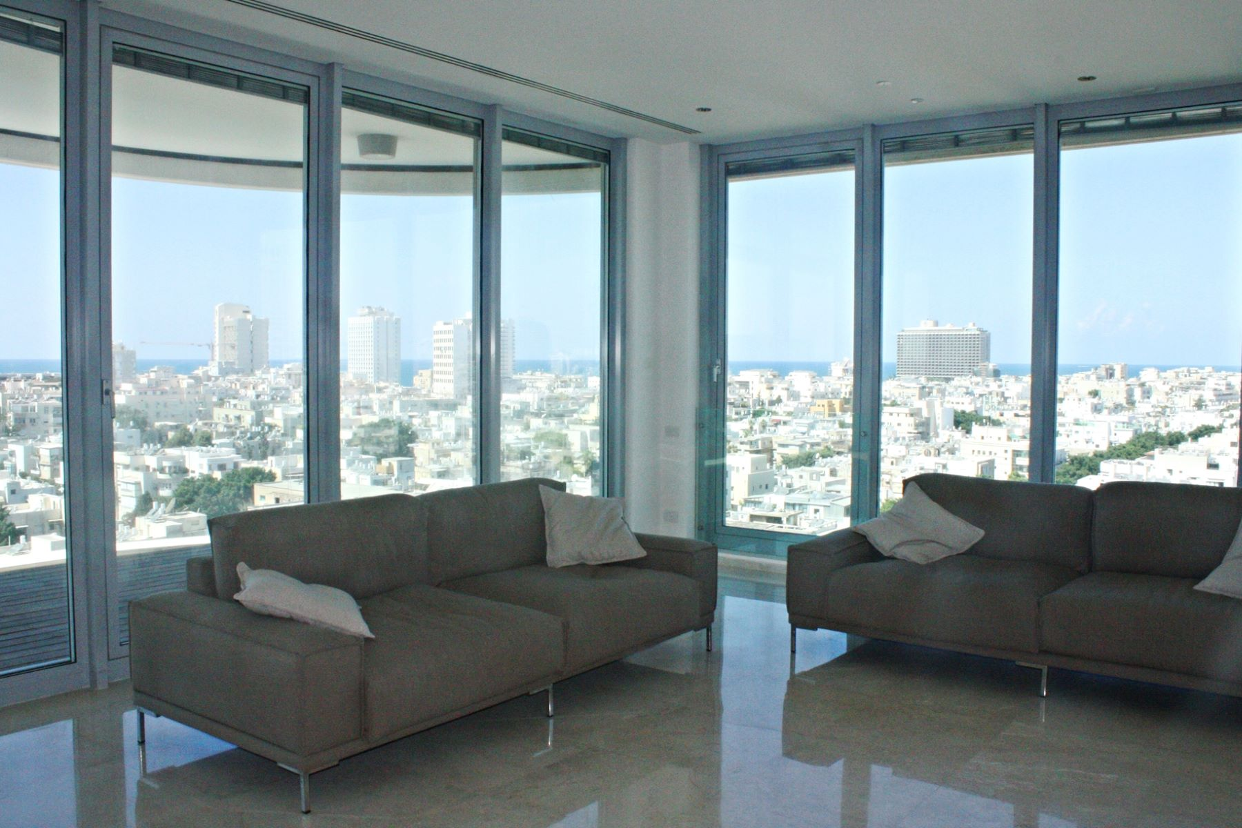 Additional photo for property listing at Exclusively Modern Apartment in the Centre of Tel Aviv  Tel Aviv, Israel 6439513 Israël