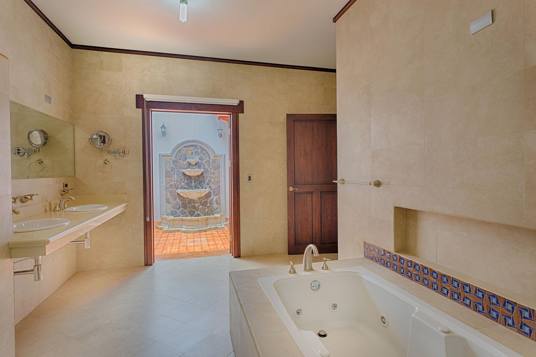 Additional photo for property listing at Refugio del Bosque en el Castillo San Rafael, Heredia Costa Rica