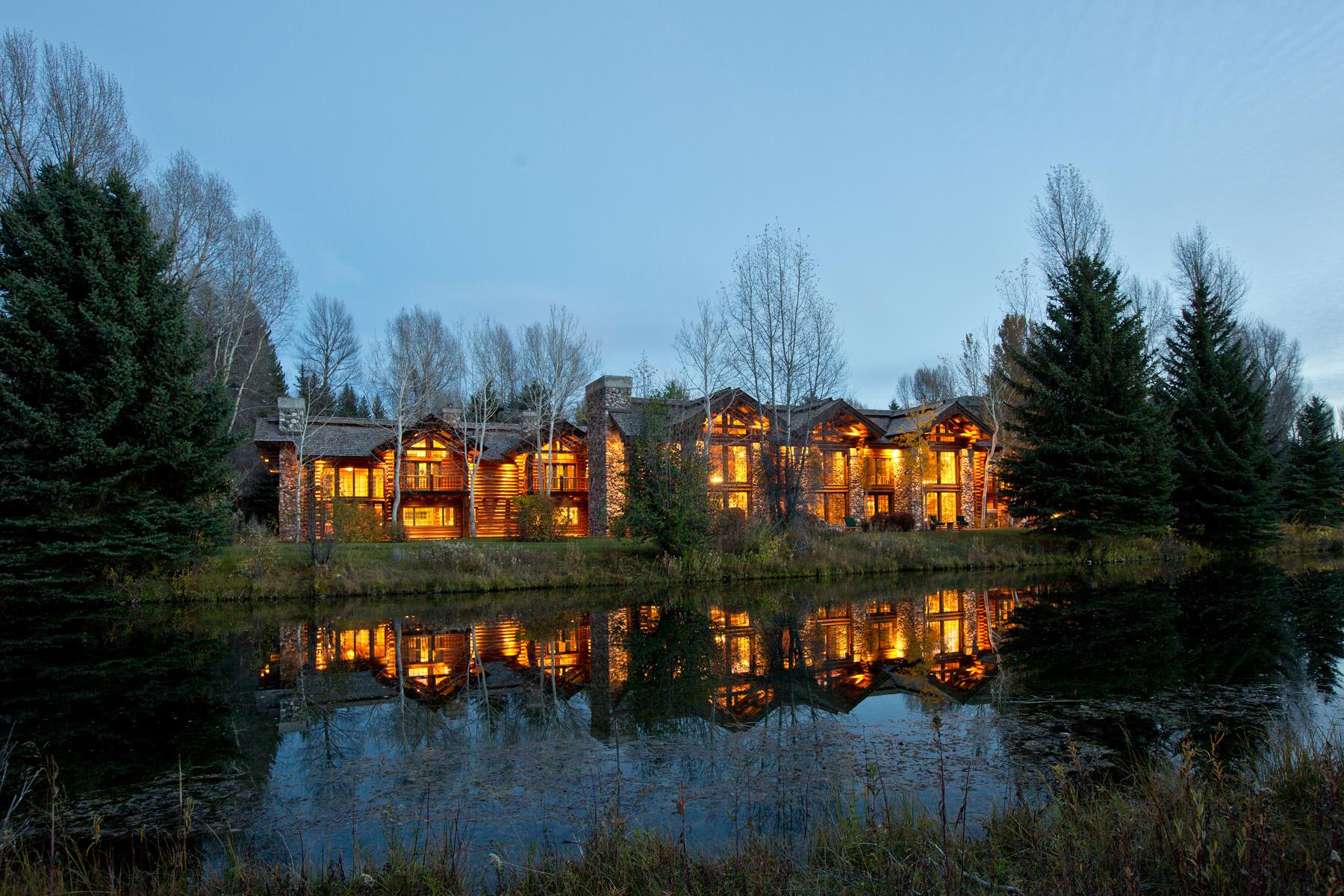 Casa para uma família para Venda às 70 Acre Estate on the Snake River 1100 Woodside Drive Jackson, Wyoming, 83001 Jackson Hole, Estados Unidos