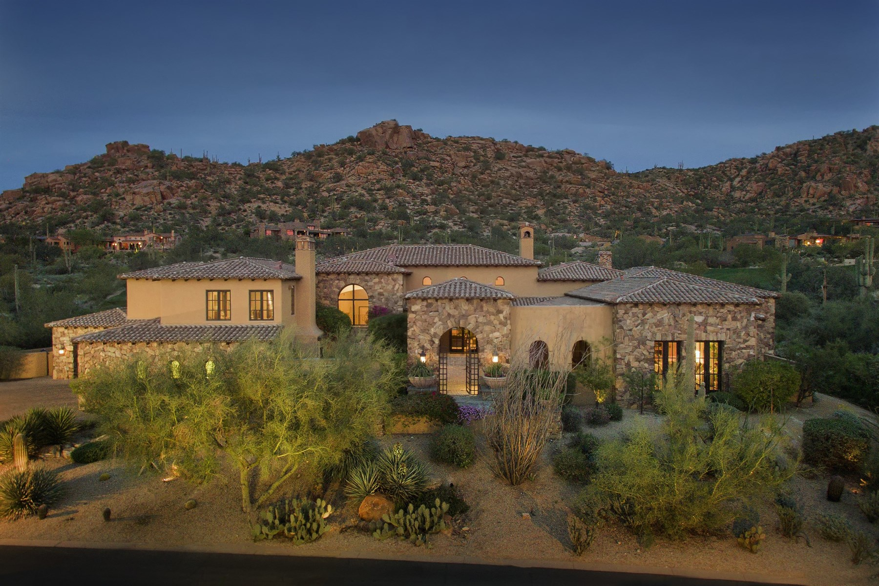 Einfamilienhaus für Verkauf beim Fantastic custom home overlooking the 8th green of world renowned Estancia 27257 N 97th Pl Scottsdale, Arizona, 85262 Vereinigte Staaten