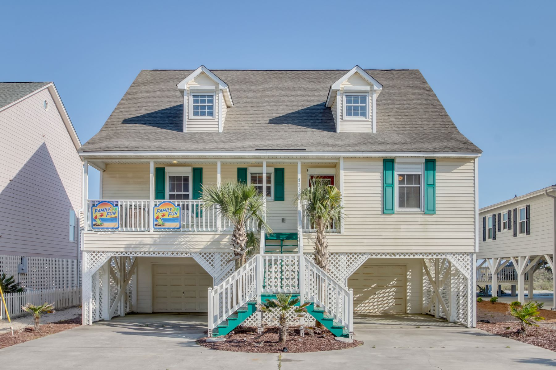 Single Family Home for Sale at Distinctive Oceanfront Cottage 4306 N Ocean North Myrtle Beach, South Carolina 29582 United States