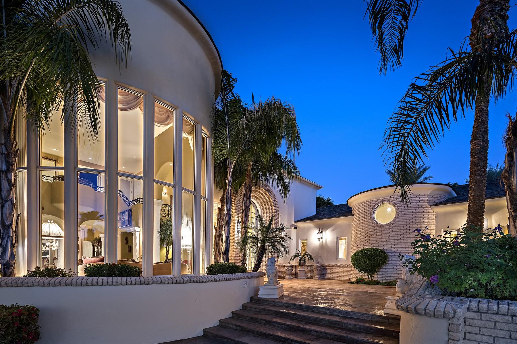 Tek Ailelik Ev için Satış at Custom home on huge 1.6 acre lot on Camelback Country Estates 6042 E Via Los Caballos Paradise Valley, Arizona, 85253 Amerika Birleşik Devletleri