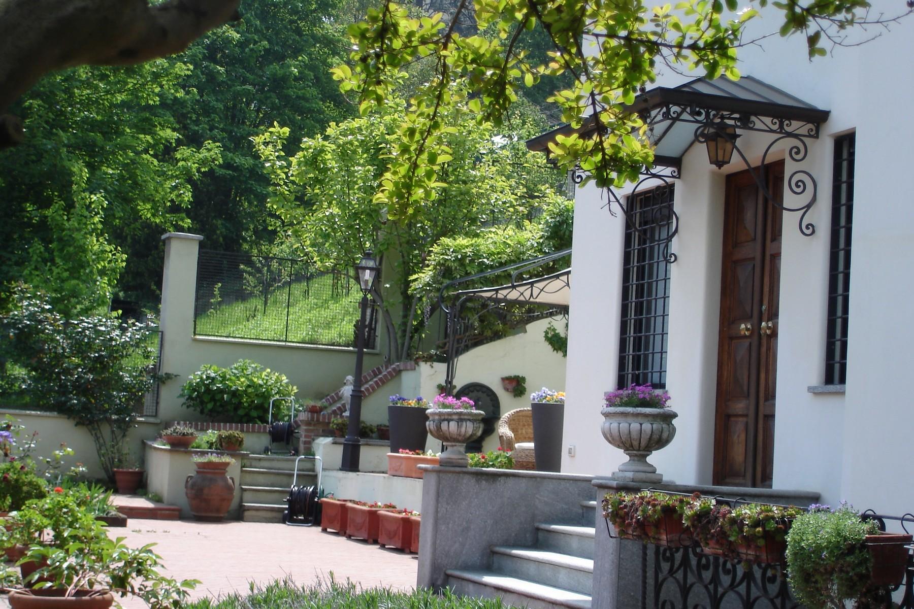 Maison unifamiliale pour l Vente à Beautiful family sized villa on the first hill of the city Viale Venticinque Aprile Torino, Turin 10133 Italie