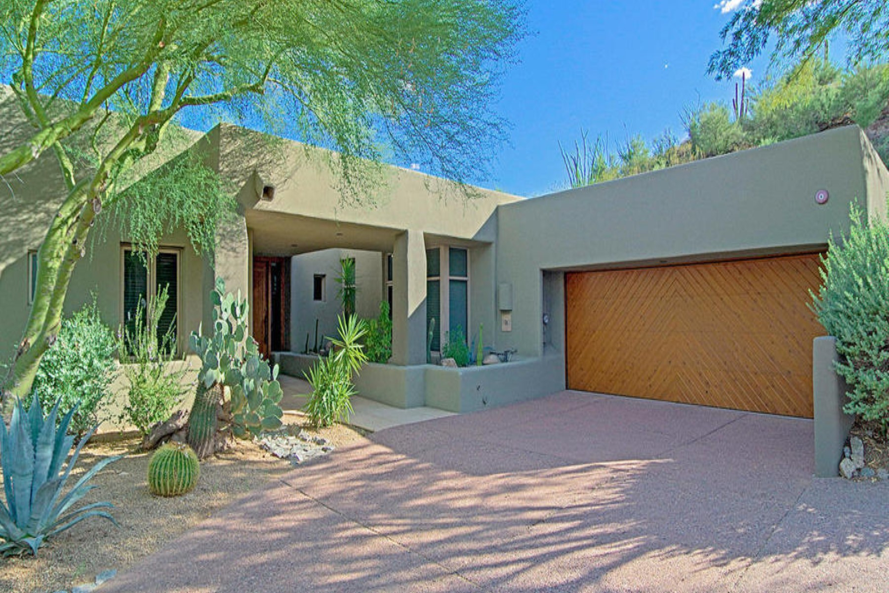 Single Family Home for Rent at Fabulous Turnkey Dual Master Secluded Cottage 9963 E Graythorn Drive Scottsdale, Arizona 85262 United States