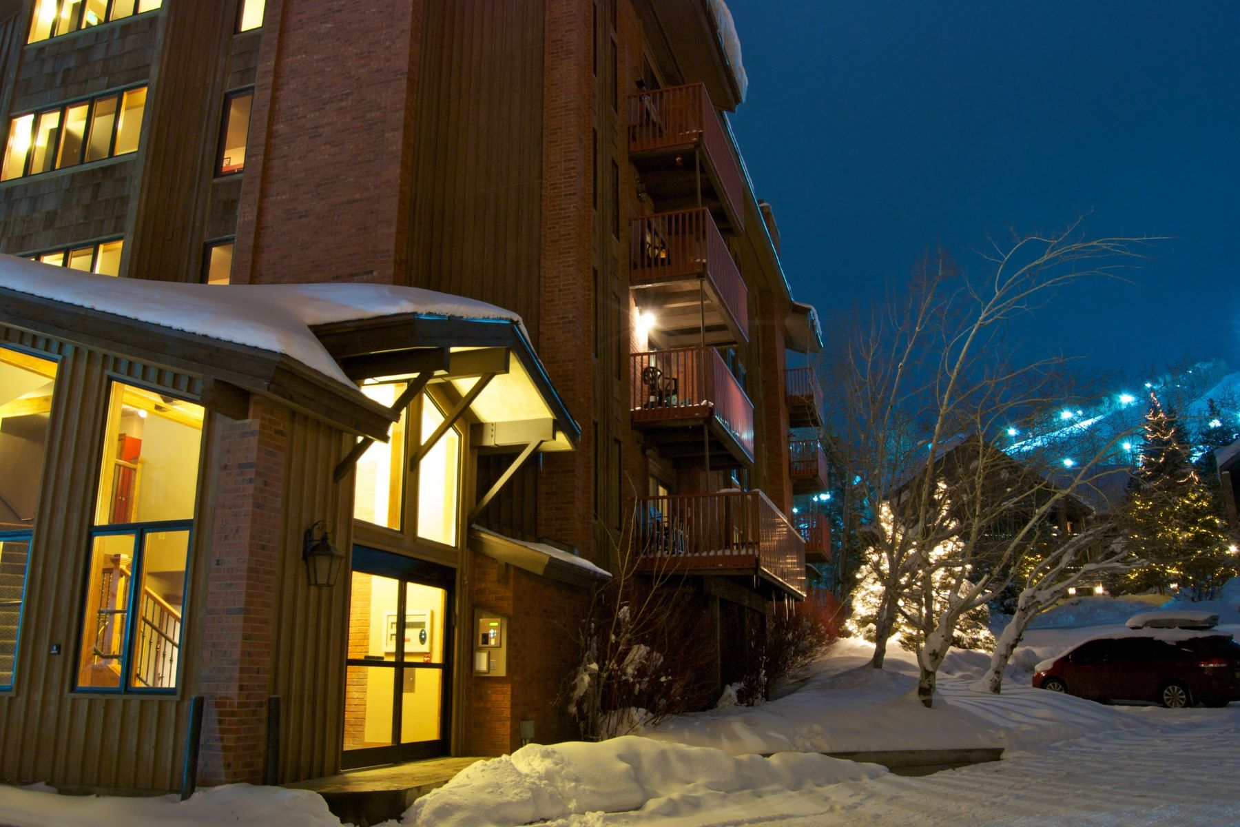 Additional photo for property listing at Bear Claw Ski-in/Ski Out 2430 Ski Trail Lane Unit 401 斯廷博特斯普林斯, 科罗拉多州 80487 美国