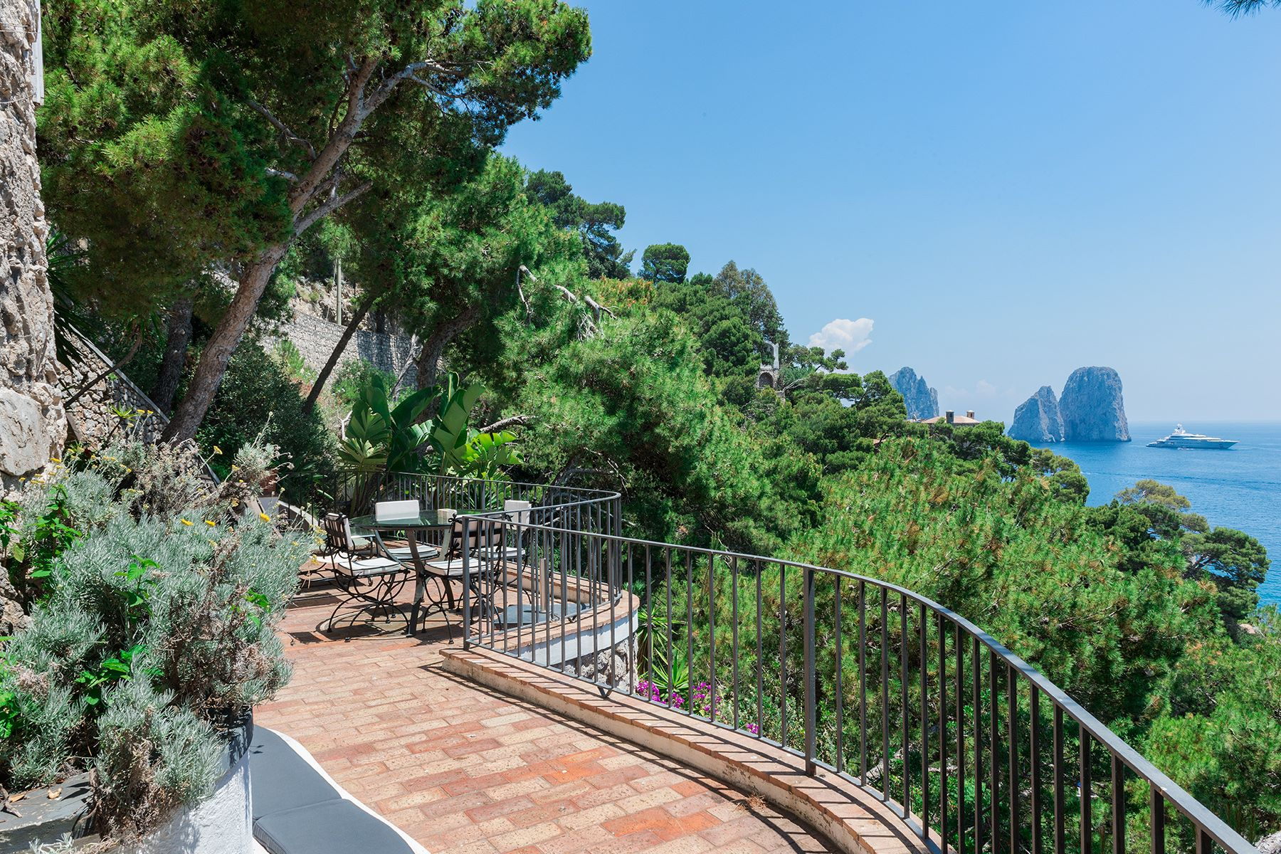 Single Family Home for Sale at Villa Pieds dans l'eau in Capri Capri, Italy