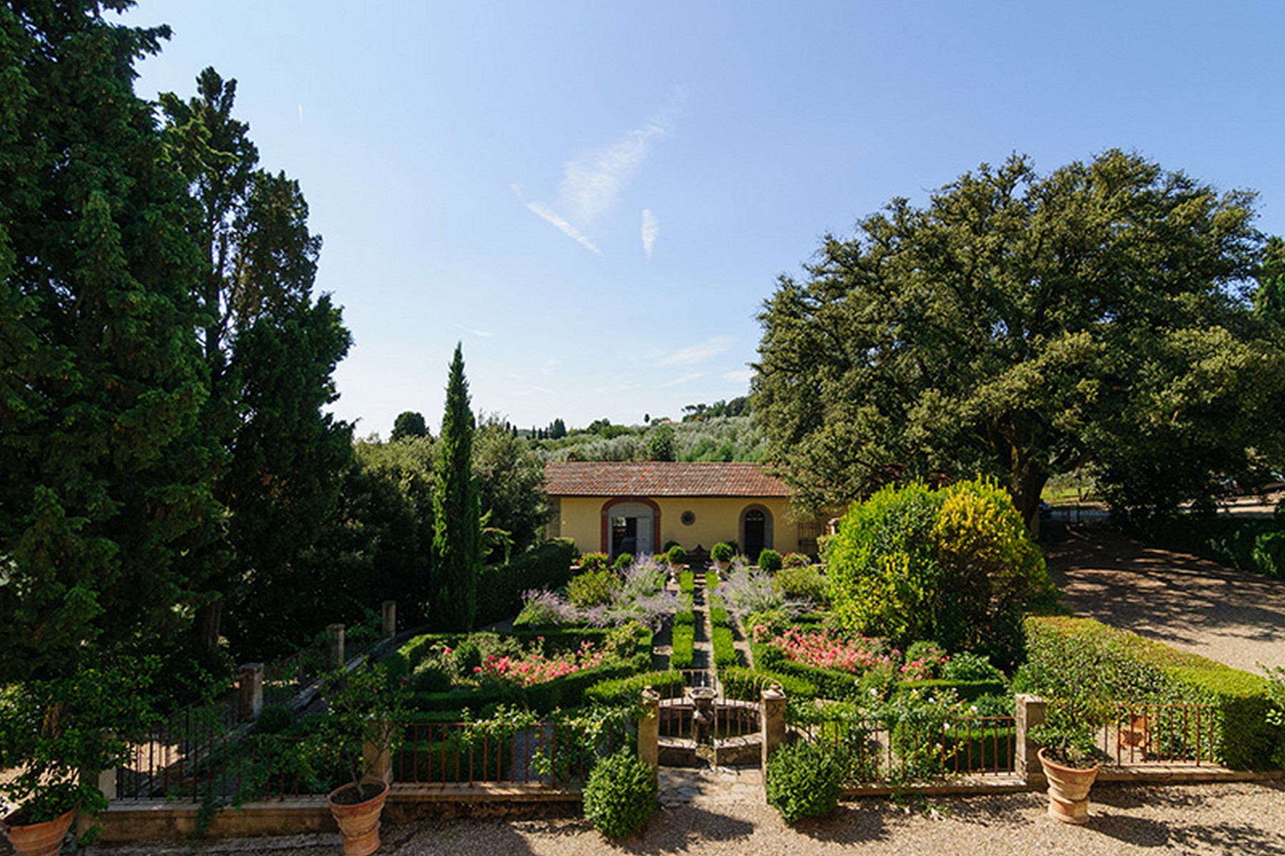 Additional photo for property listing at Splendid villa between Siena and Arezzo Monte San Savino Arezzo, Arezzo 52048 Italien