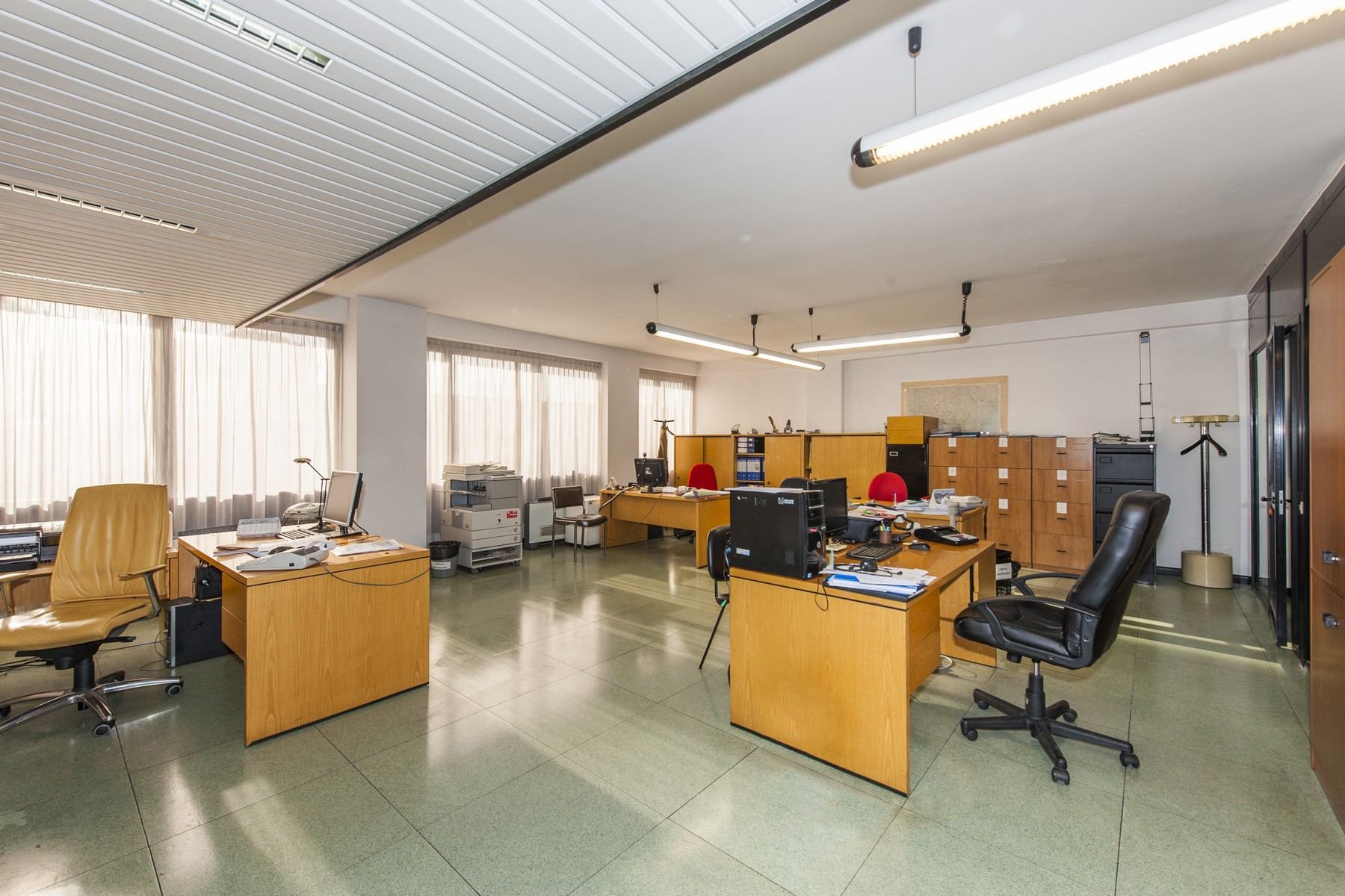Additional photo for property listing at Commercial building with offices, warehouse and guesthouse Rome, Roma Italia
