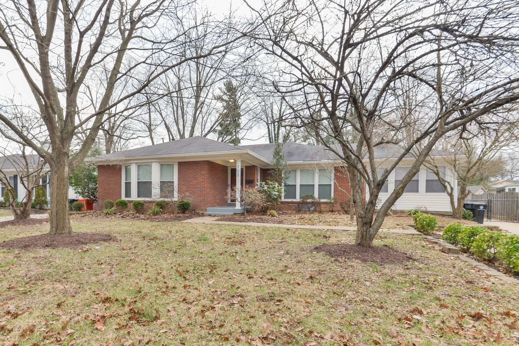 Single Family Home for Sale at 702 Cannons Lane Louisville, Kentucky 40207 United States