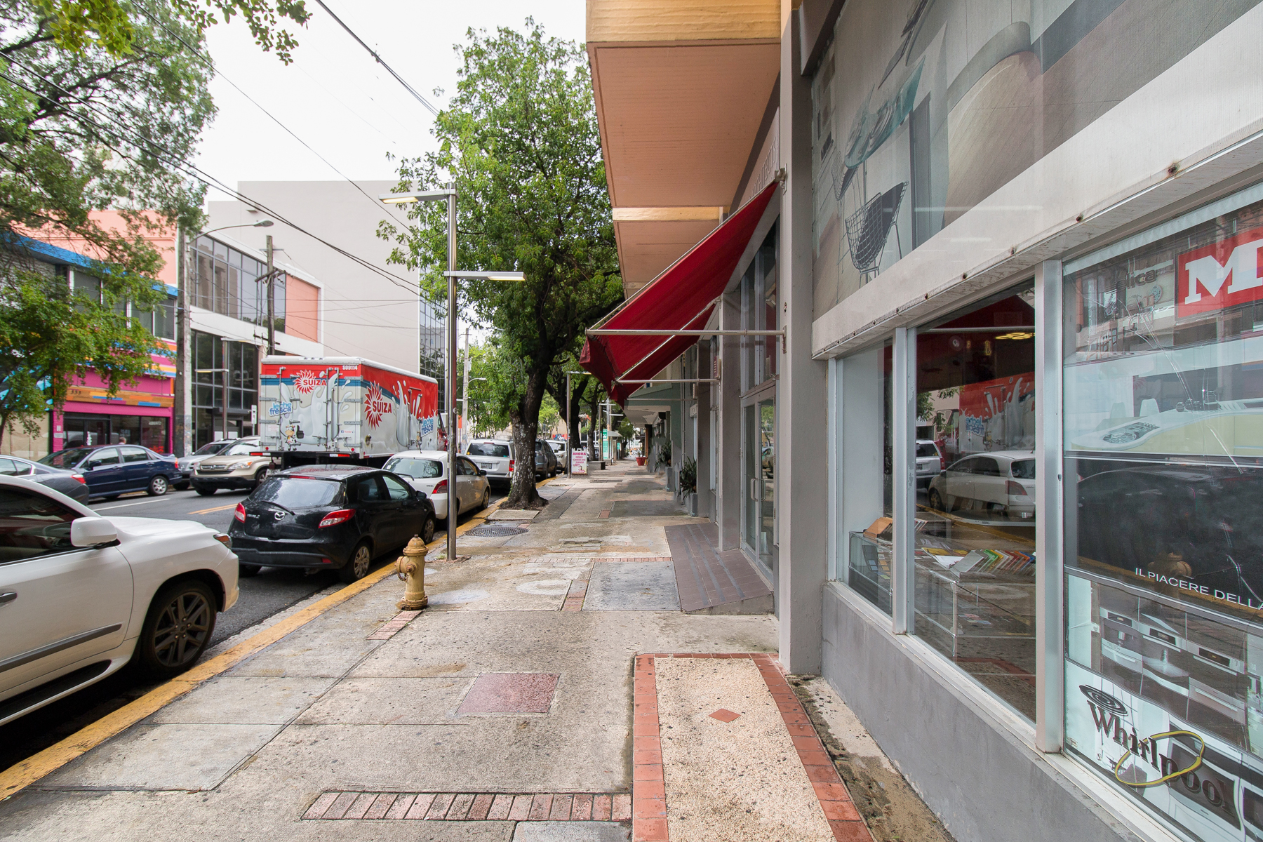 Additional photo for property listing at Street Front Retail Space in DoSa 316 Avenida de Diego Suites 101, 102 San Juan, Puerto Rico 00907 Puerto Rico