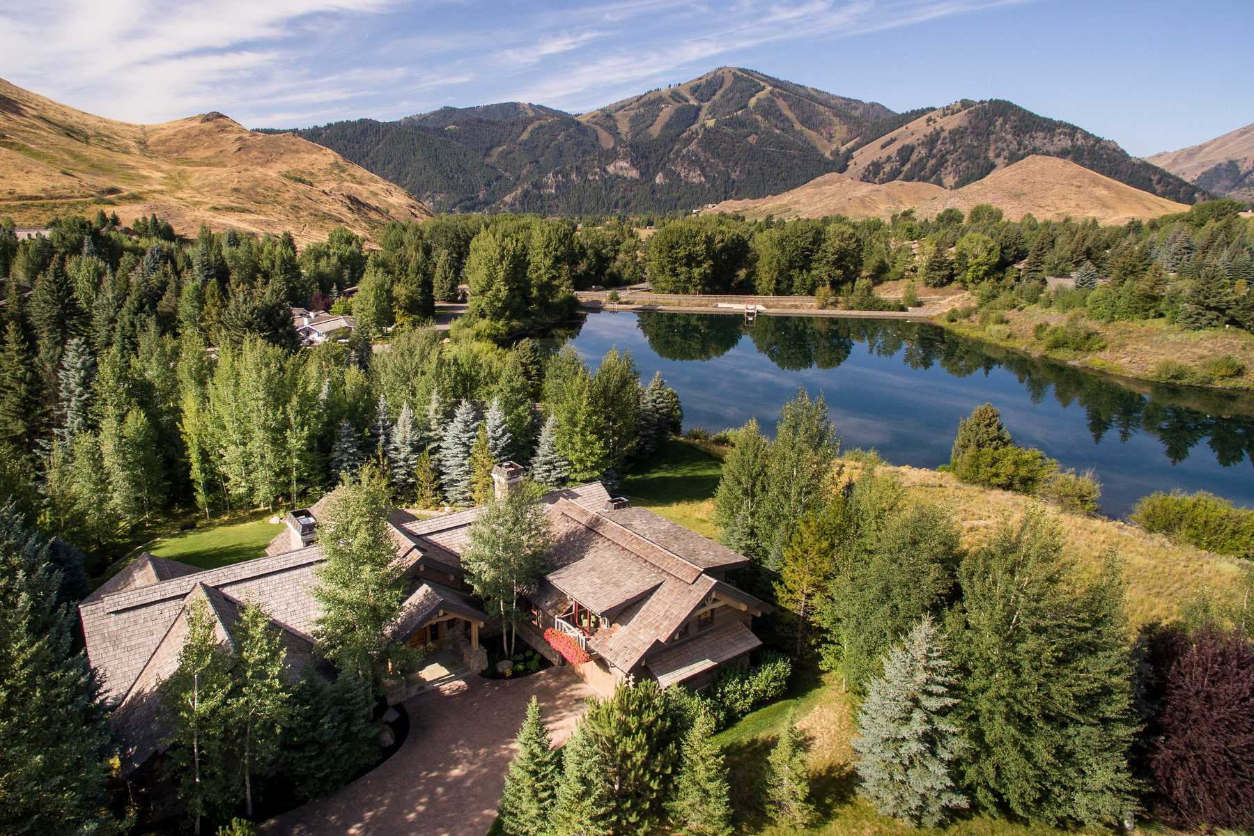 Maison unifamiliale pour l Vente à Overlooking the Lake Sun Valley, Idaho 83353 États-Unis