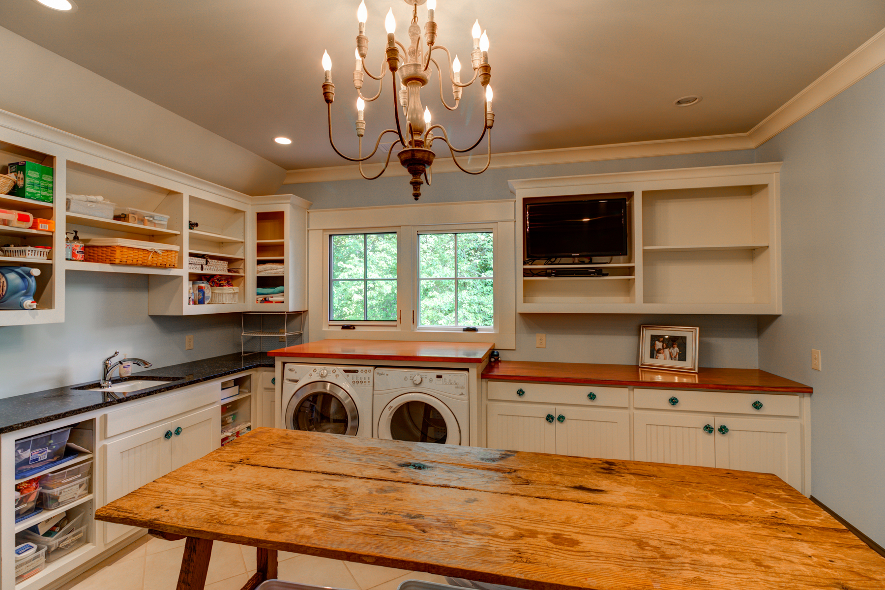 Additional photo for property listing at Custom English Country Style Home in Buckhead 3134 E Wood Valley Road Atlanta, 조지아 30327 미국