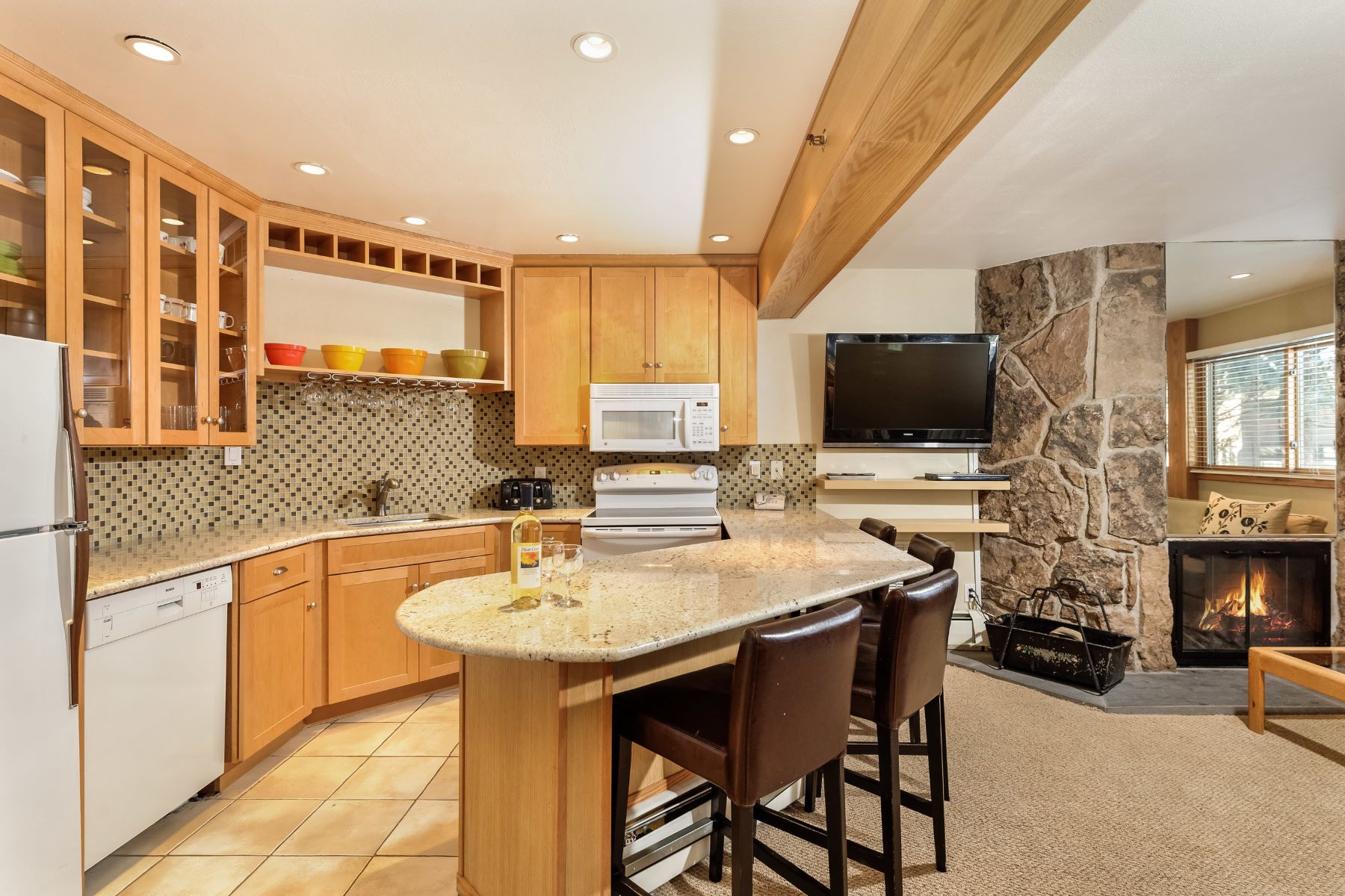 Condominium for Sale at Laurelwood Unit: 105 640 Carriage Way, Unit 105 Snowmass Village, Colorado, 81615 United States