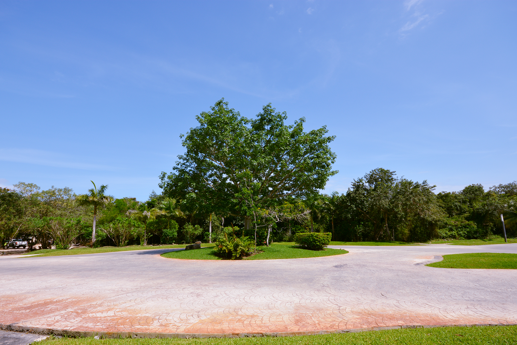 Additional photo for property listing at LUXURY VILLA IN A GATED COMMUNITY Privada Orquídeas Selvamar Playa Del Carmen, Quintana Roo 77710 Mexico