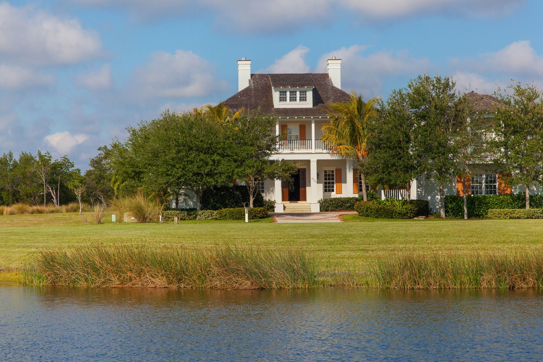 Частный односемейный дом для того Аренда на Riverfront Masterpiece for Lease 9235 W. Marsh Island Drive Vero Beach, Флорида 32963 Соединенные Штаты