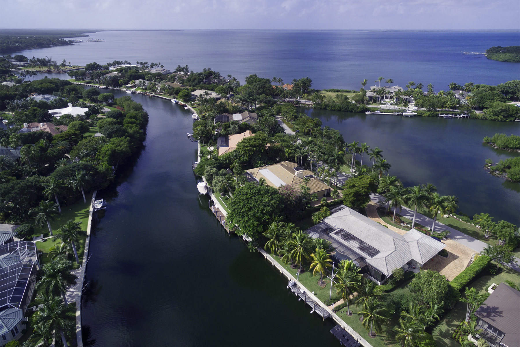 Casa Unifamiliar por un Venta en Fabulous Waterfront Location at Ocean Reef 32 East Snapper Point Drive Ocean Reef Community, Key Largo, Florida, 33037 Estados Unidos