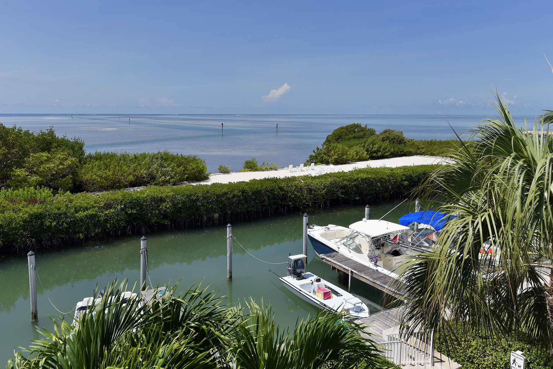 Additional photo for property listing at Ocean Front Home in Anglers Reef 122 Anglers Way Islamorada, Florida 33036 Estados Unidos